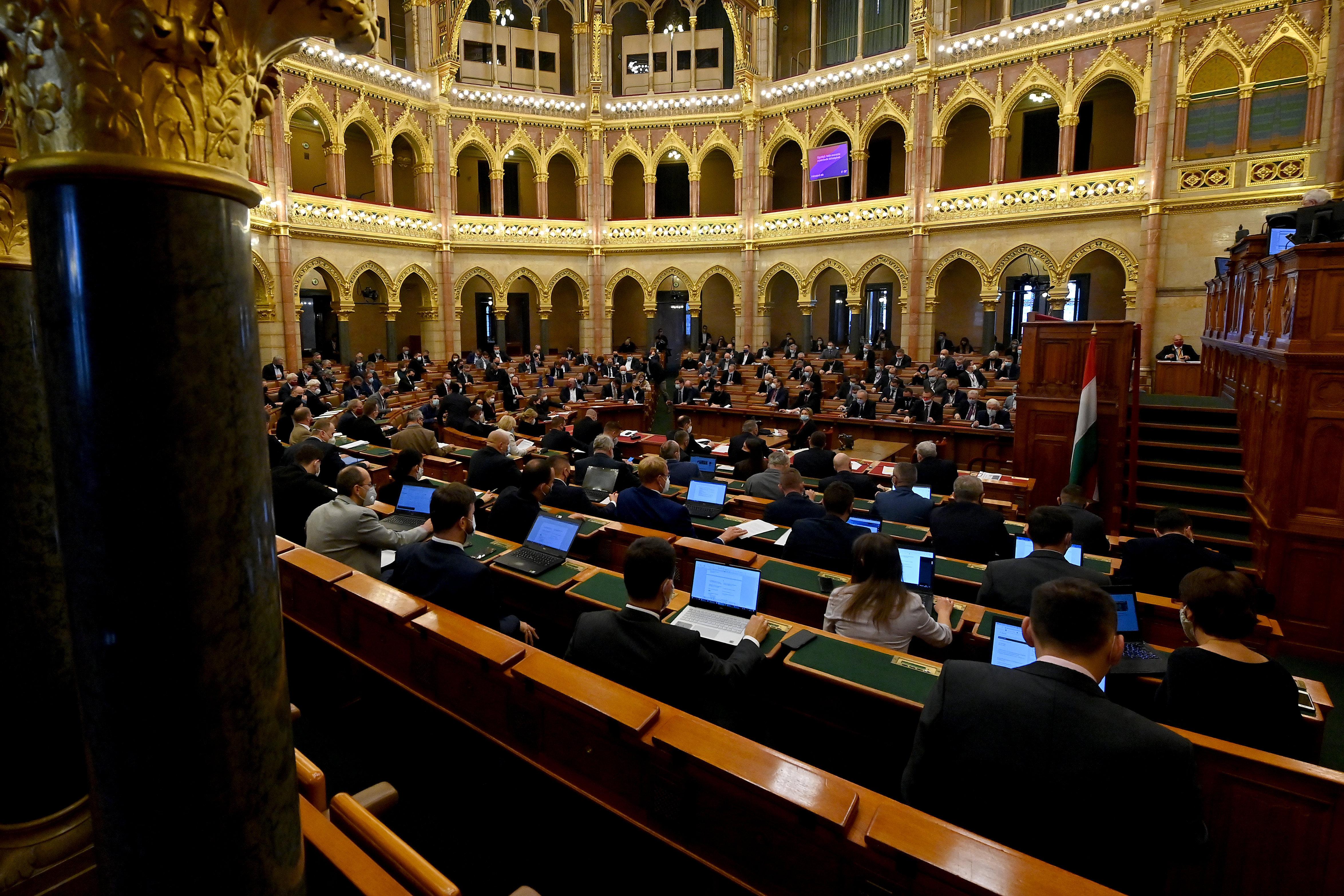 Megint lesöpörték az asztalról Szél Bernadett javaslatát a parlamenti munka online térbe költöztetéséről