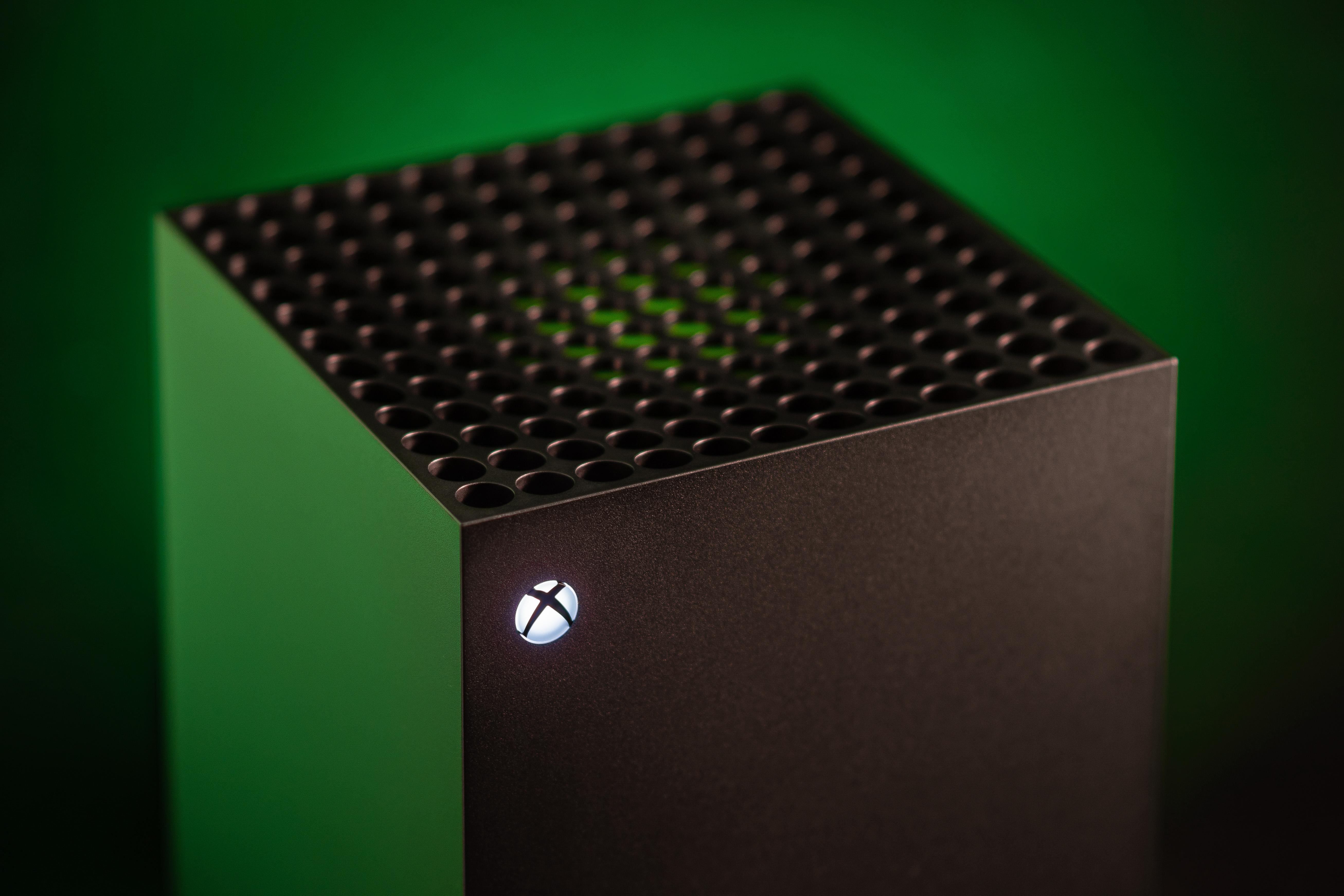 Az új Xbox egy nagy fekete tömb, ami a szobát is befűti