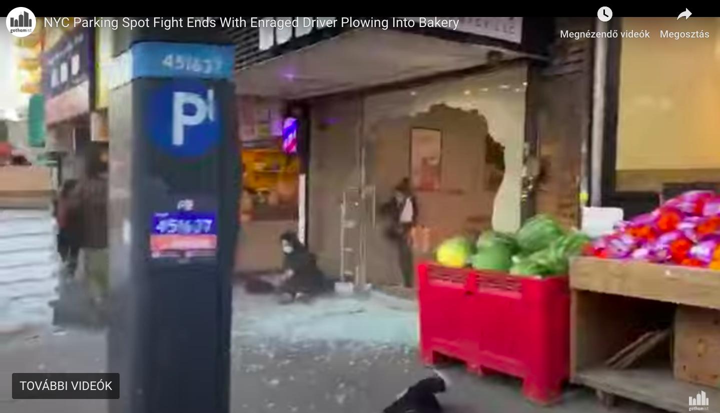 Négyen verekedtek össze New Yorkban egy parkolóhely miatt, de amikor azt hitted, hogy már vége, akkor jött a kattant audis és elképesztően zárta le a harcot