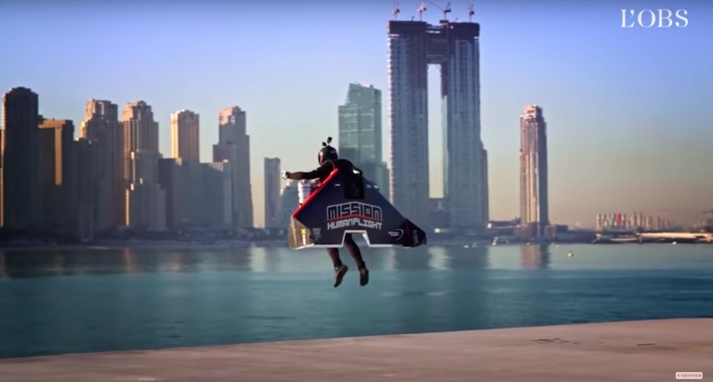 Lezuhant és meghalt Dubaiban a rakétahajtóművel repkedő híres francia denevérember
