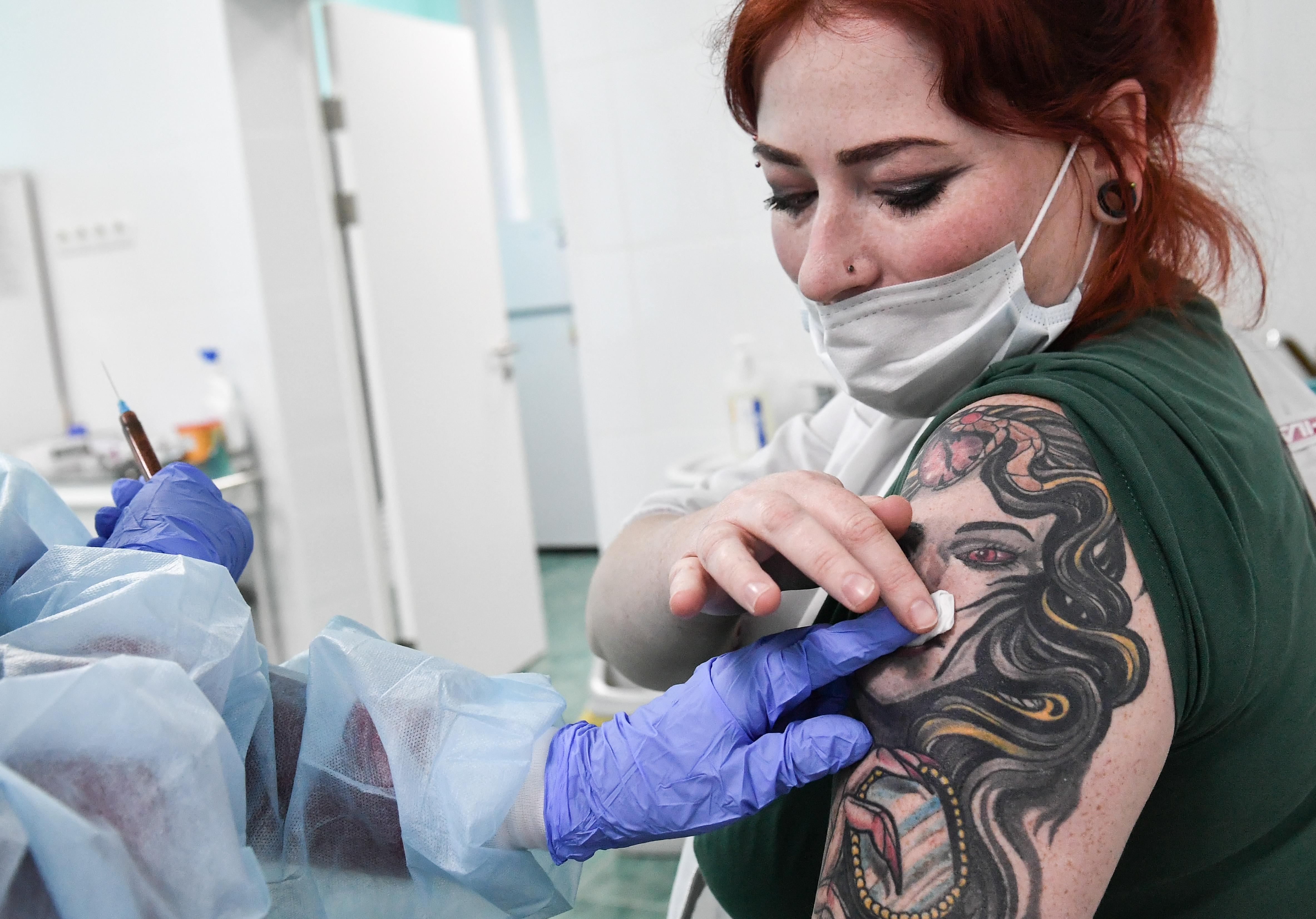 A magyar hatóságok engedélyezték az oxfordi és az orosz vakcinákat
