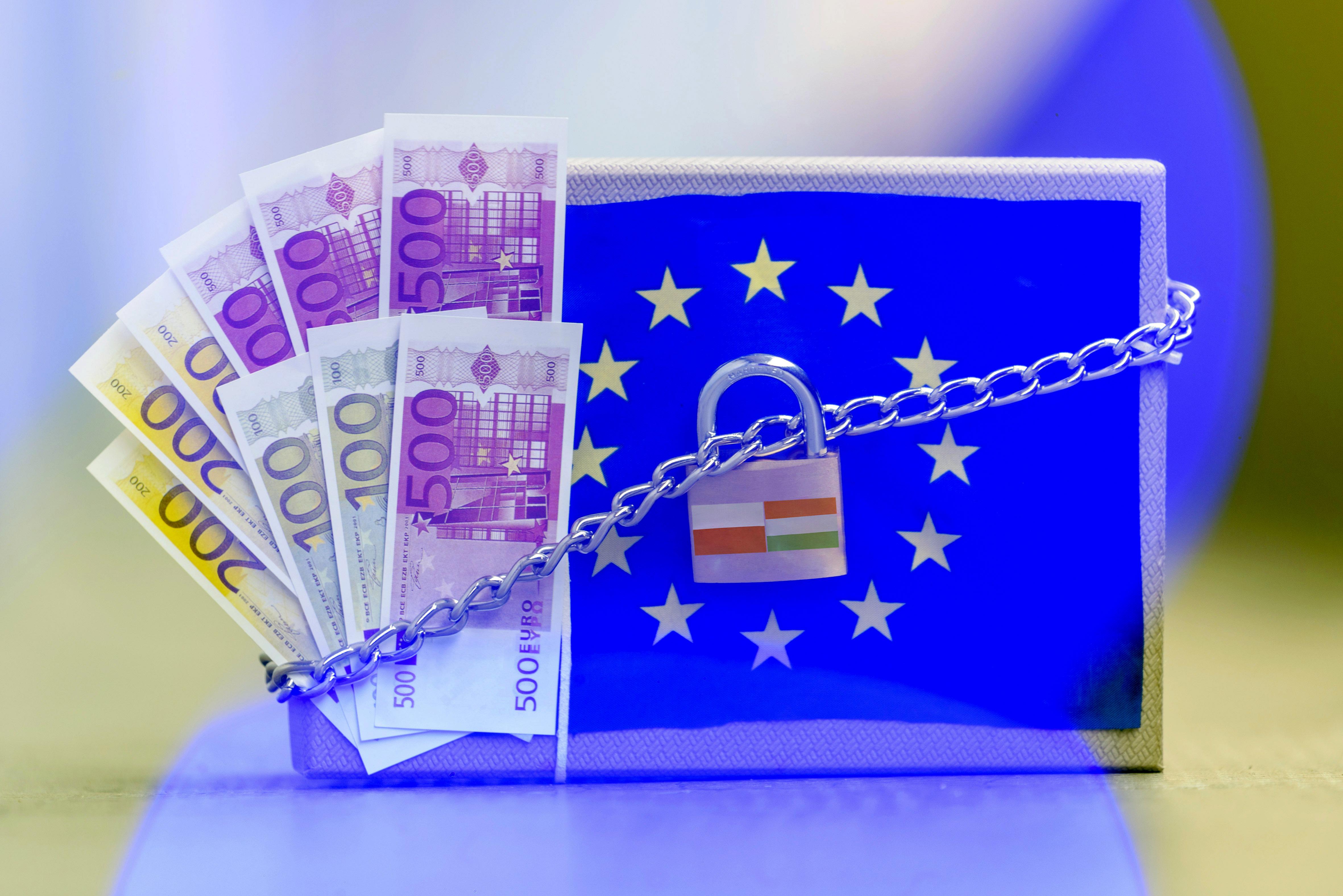 Míg Orbán vétóval fenyeget, gőzerővel tervezi a kormány a pénz elköltését