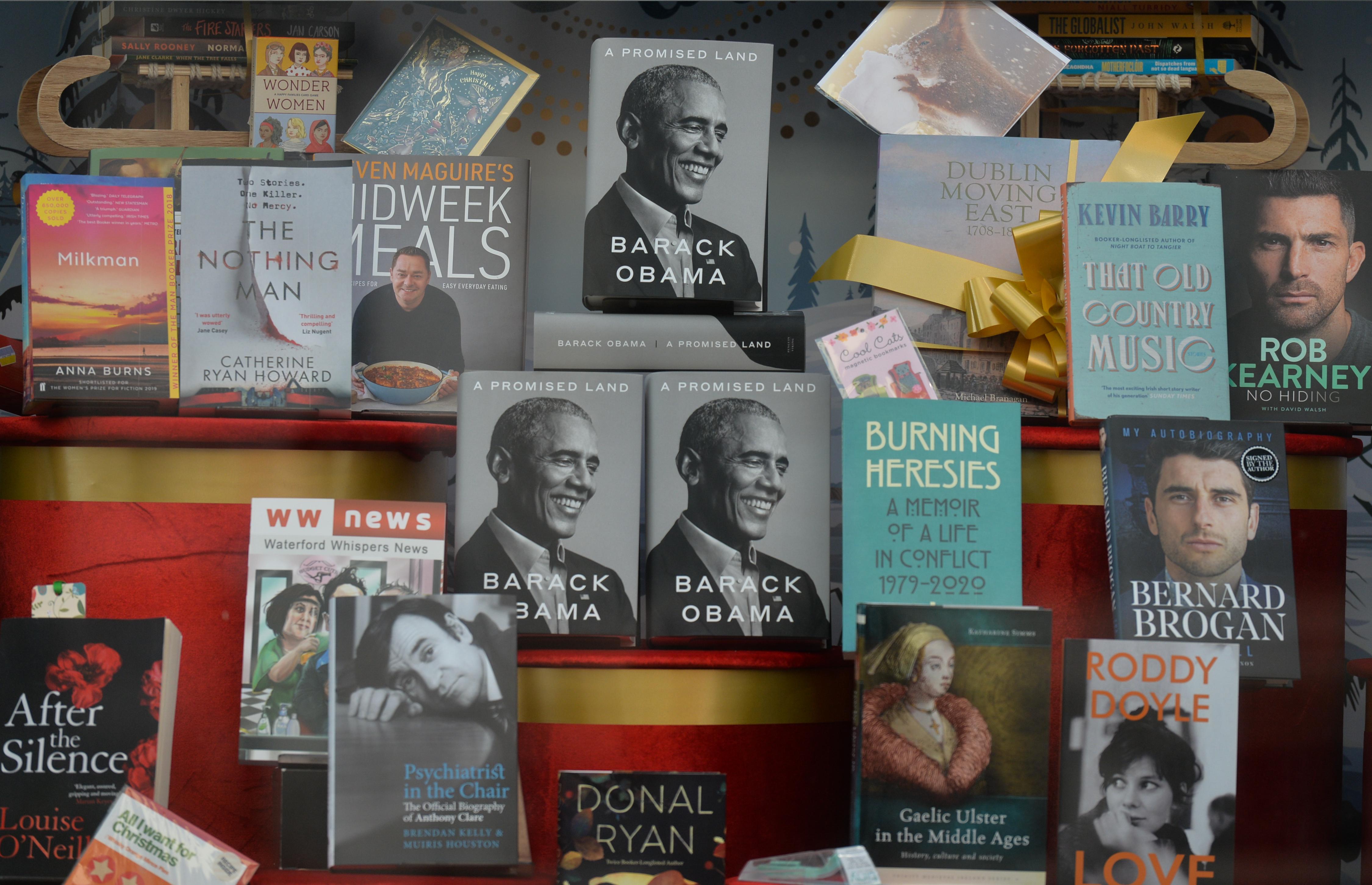 Rekord: egy nap alatt 900 ezer példányt adtak el Obama emlékirataiból