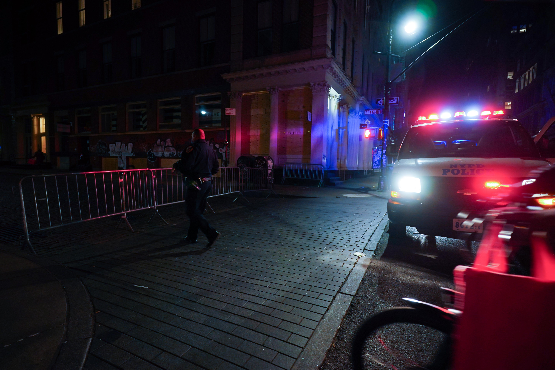 Egy New York-i swingerklubbancsúnyán megszegték a koronavírus miatti korlátozásokat