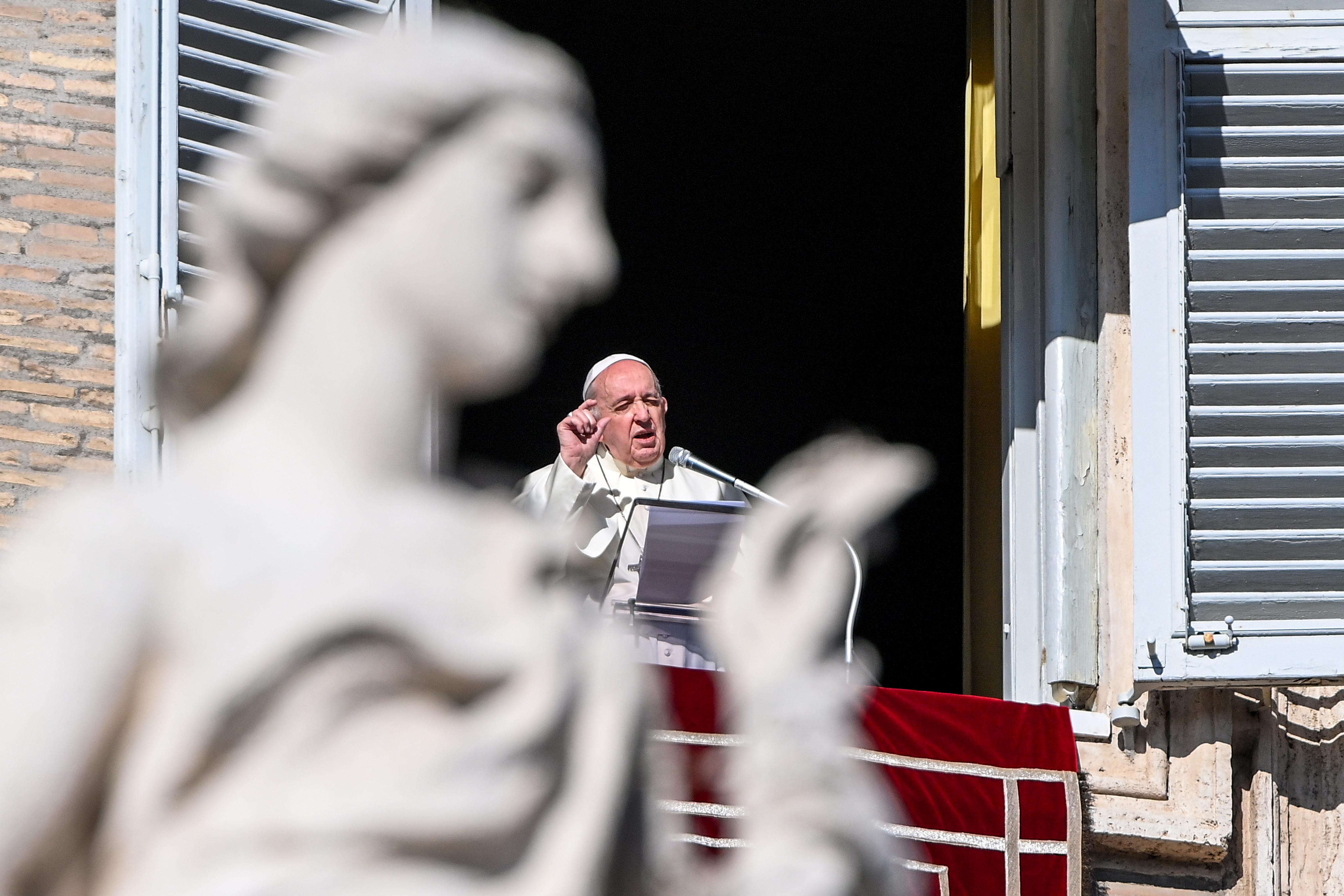 Ferenc pápa kiállt az ujgurok, az alapjövedelem és az amerikai tüntetők mellett