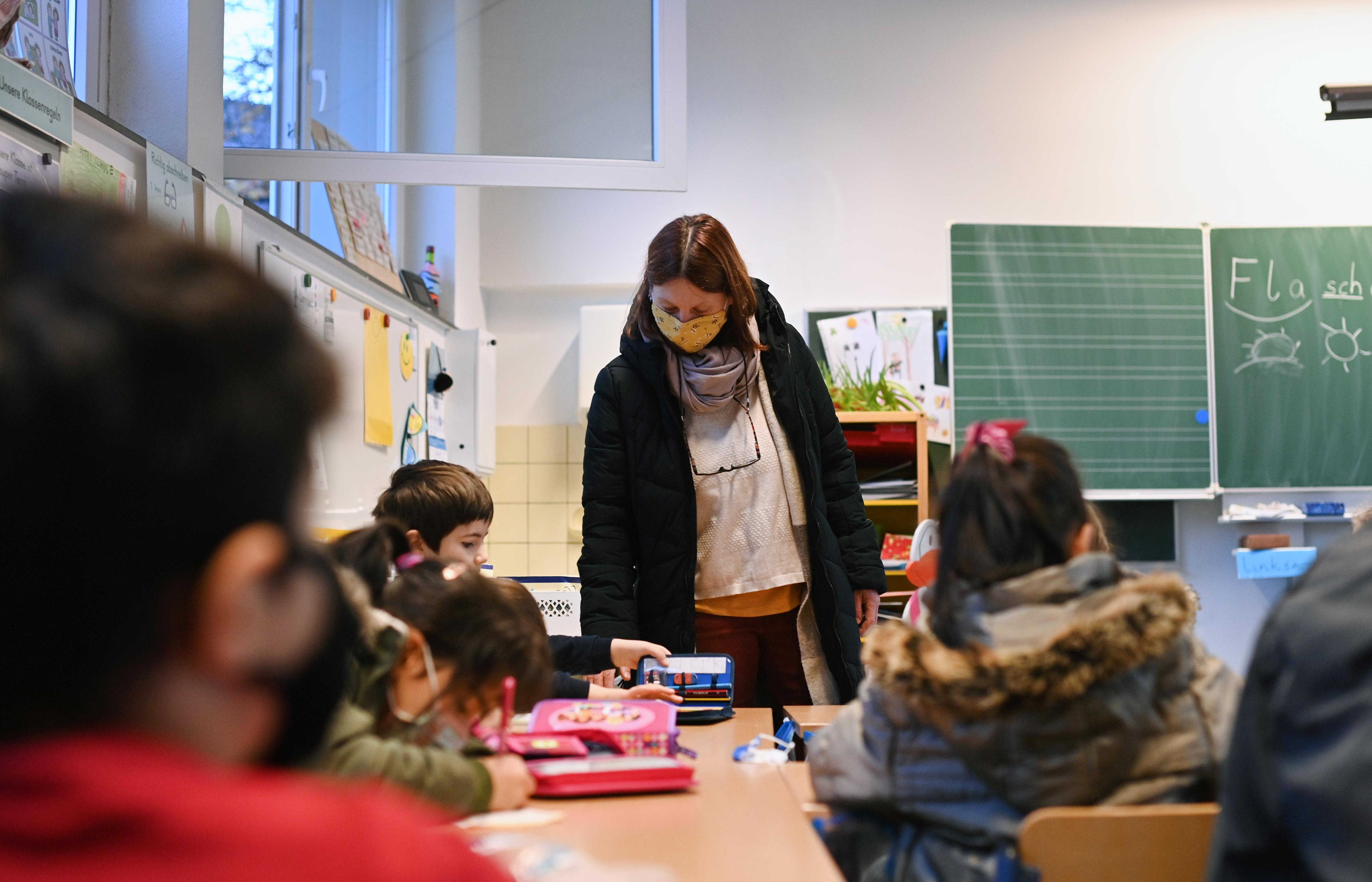 """Rétvári szerint a keleti vakcináknak köszönhetően """"a magyar pedagógusok hamarabb lesznek beoltva, mint az EU többi tagállamának pedagógusai"""""""