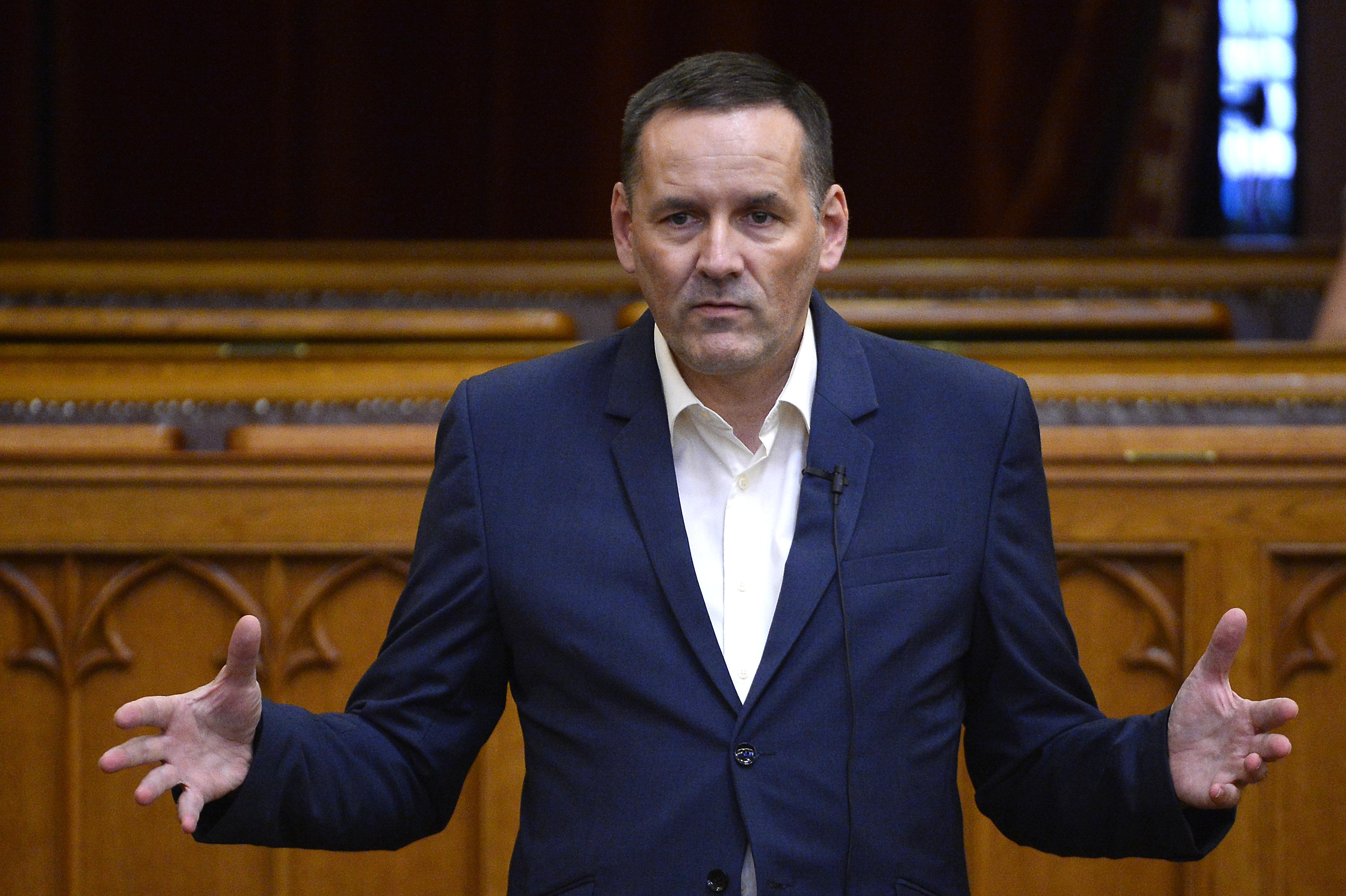 A tíz tagú Volner Párt elnöke megpróbálta megmagyarázni, hogy miért a módosítójával szigorítanák tovább a választási törvényt