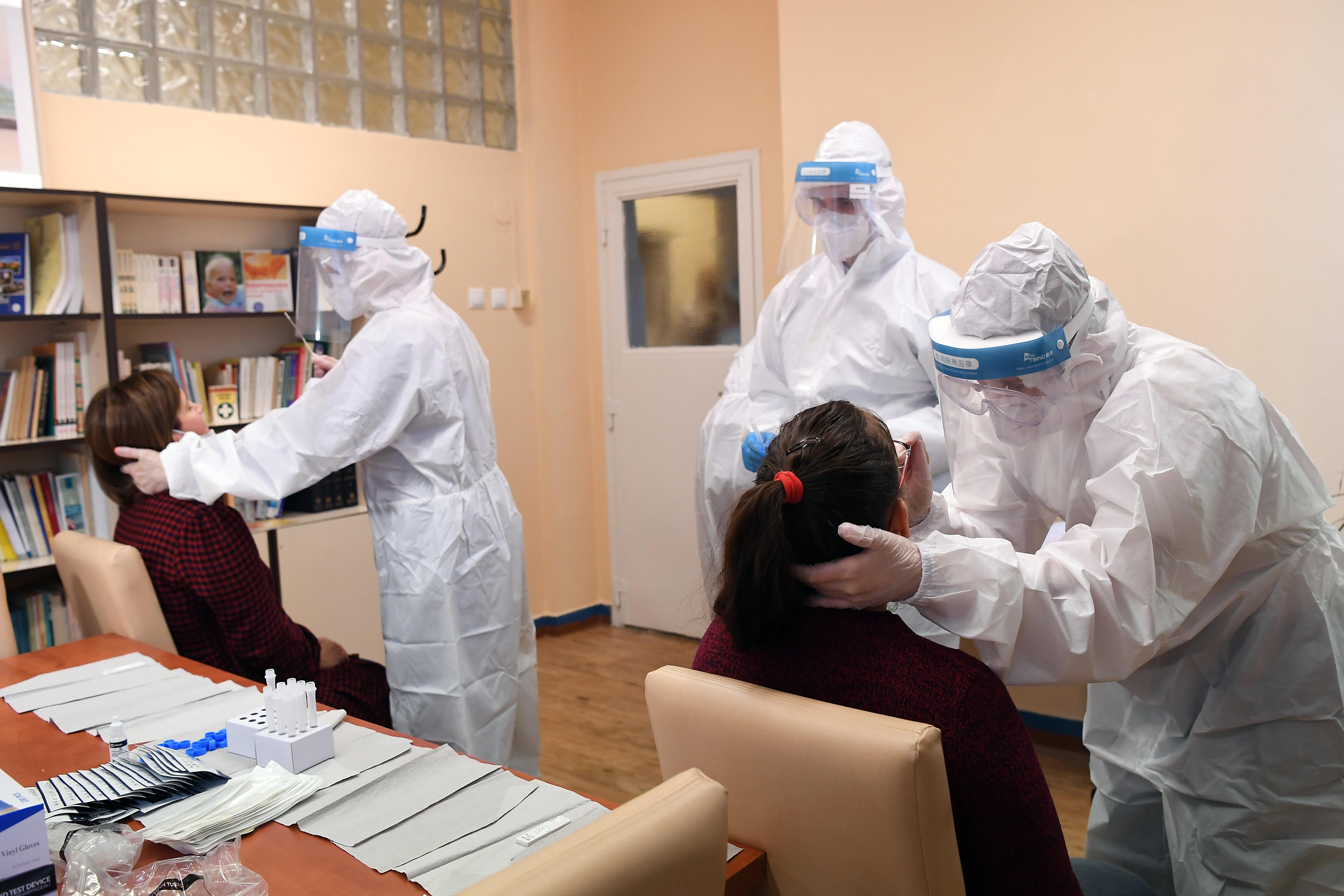 Több mint kétezer fertőzöttet találtak az általános iskolákban