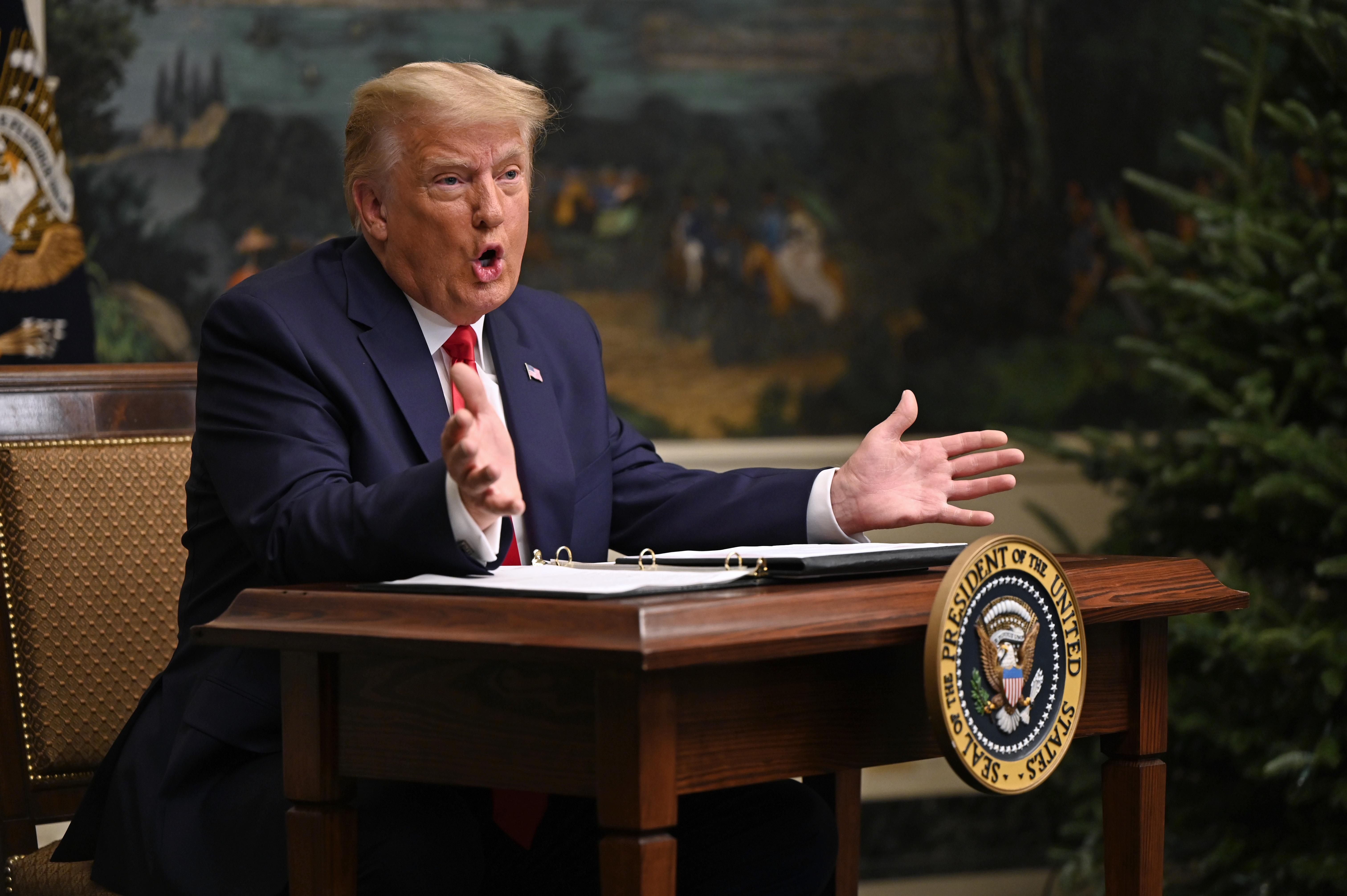 Trump kétezer dollárt küldene az amerikaiaknak, amiről a republikánusok eddig hallani sem akartak