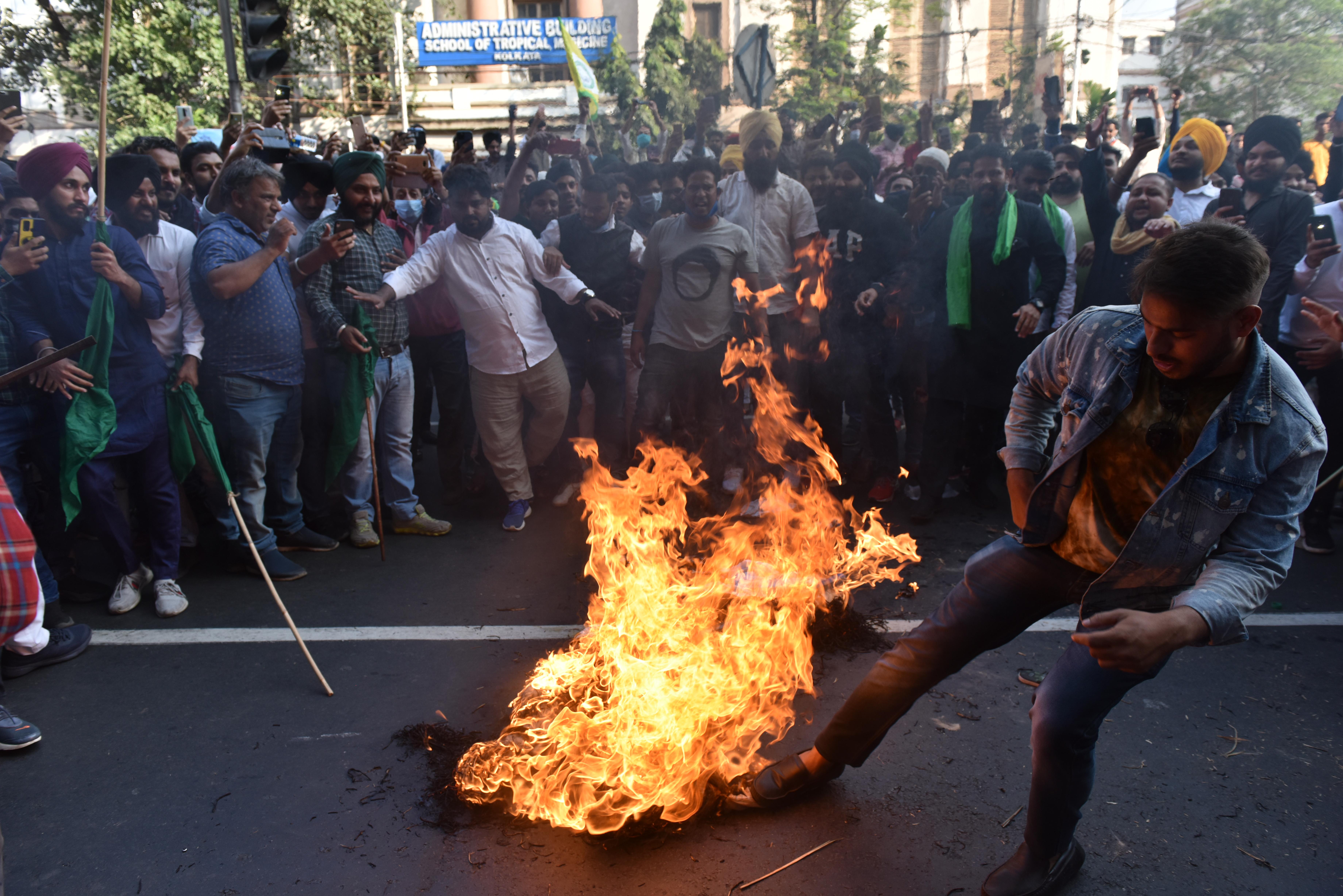 Dühös farmerek vették ostrom alá India fővárosát