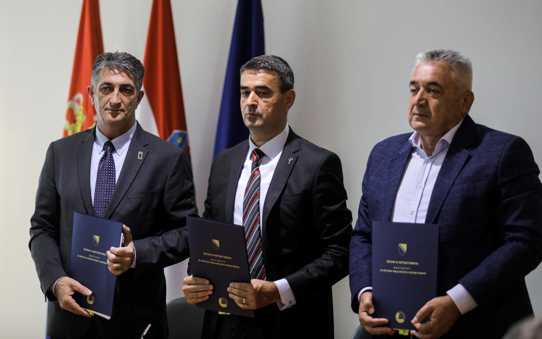 Lemondott a horvát veteránügyi minisztérium államtitkára, miután egy étteremben italozott és a kiérkező rendőröknek is ellenállt