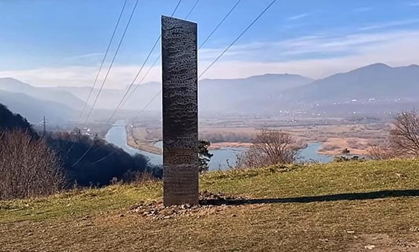 Romániából is eltűnt a titokzatos monolit