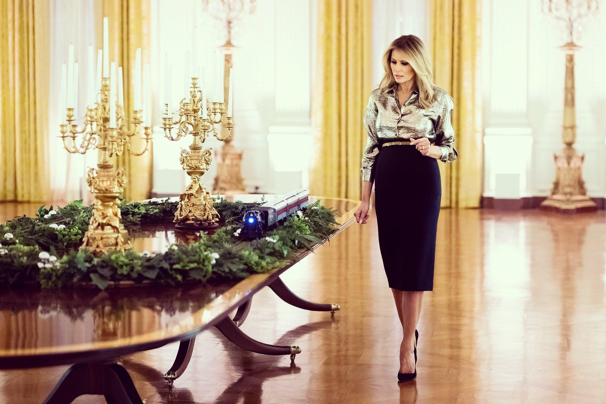 Melania Trump idén kihagyta a horror tematikát a karácsonyból
