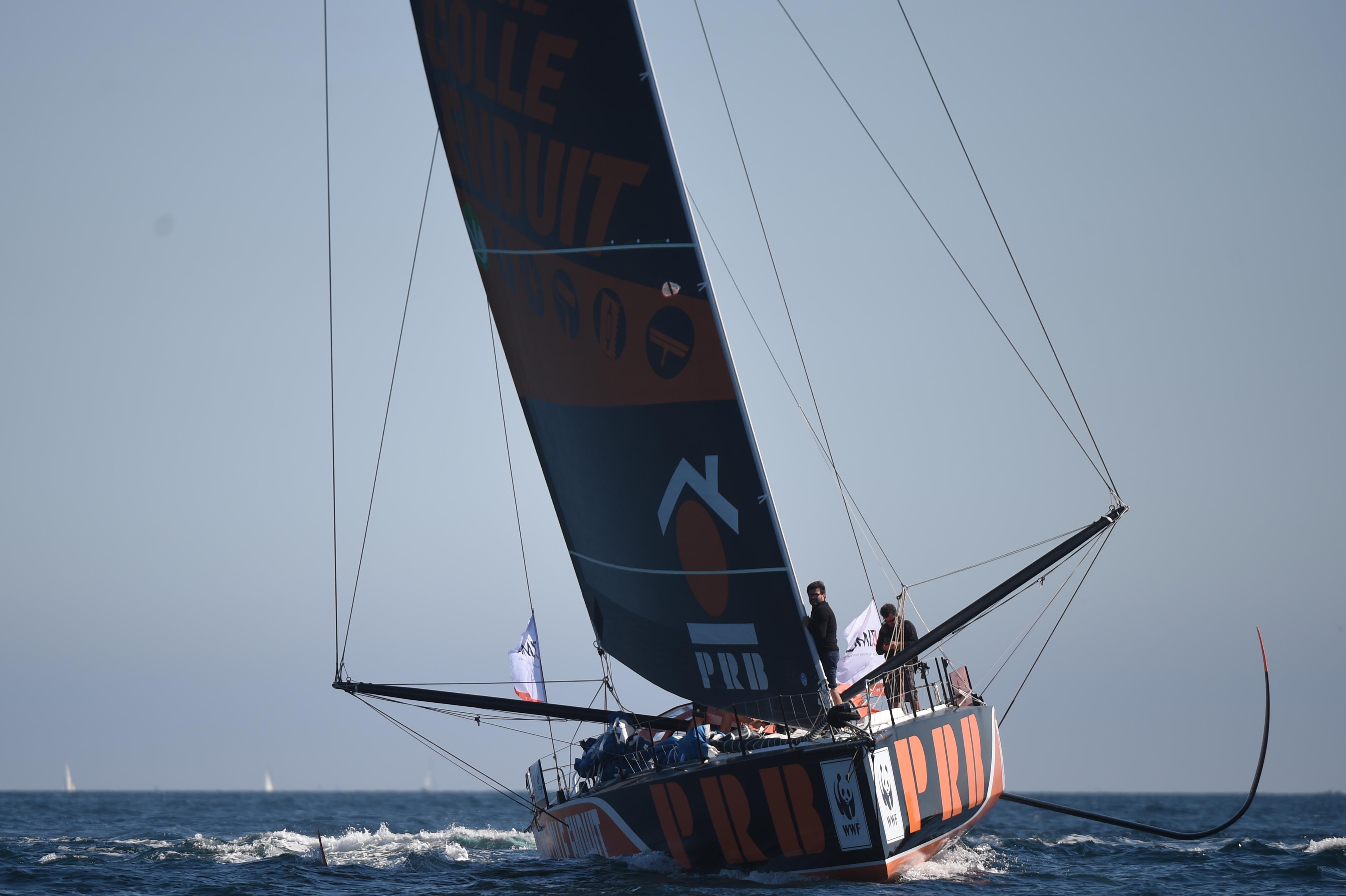 Elsüllyedt a földkörüli vitorlásverseny egyik indulójának hajója, a férfit sikerült kimenteni
