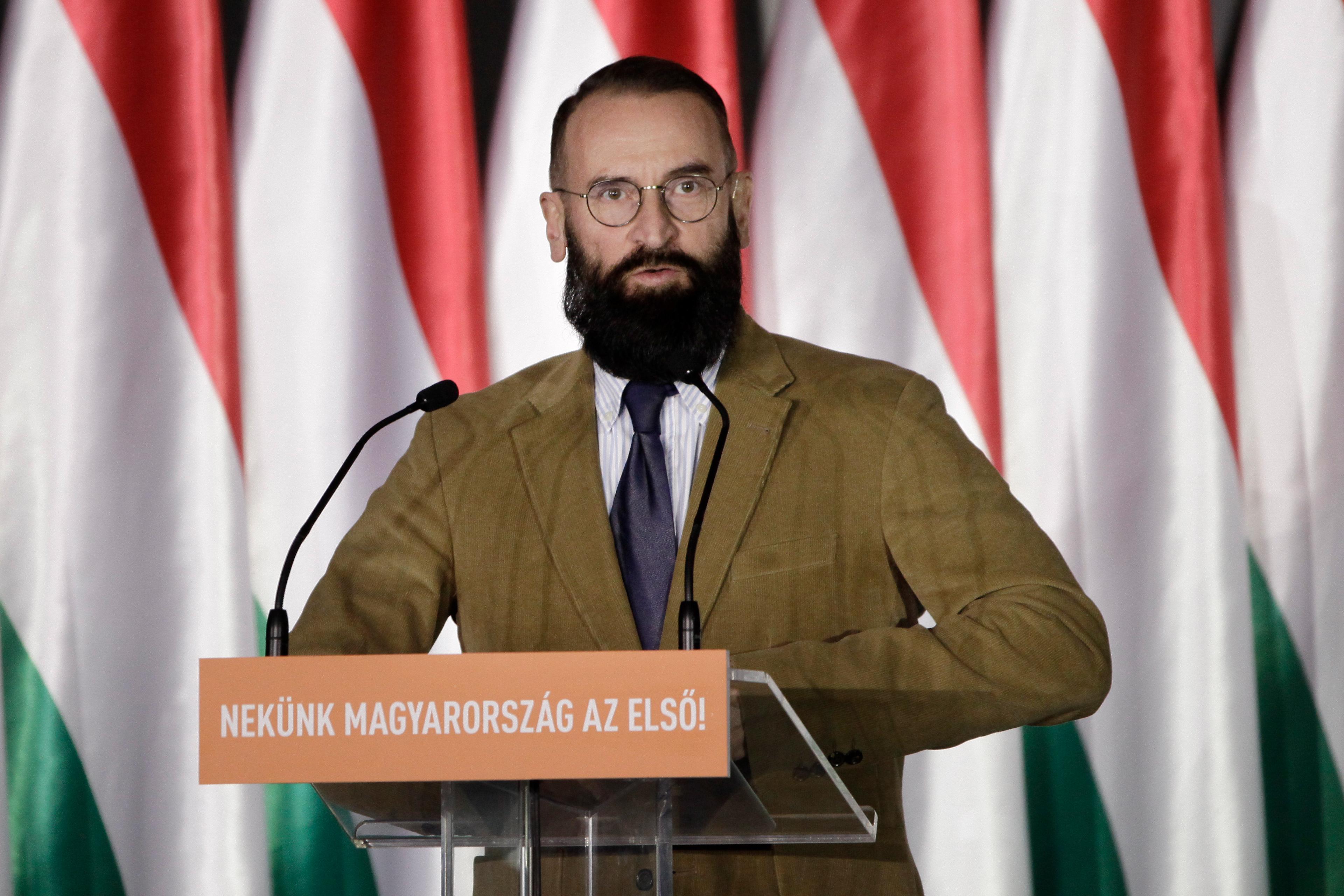 Szájer József elismerte, hogy ő volt ott a brüsszeli buliban, amire lecsapott a rendőrség