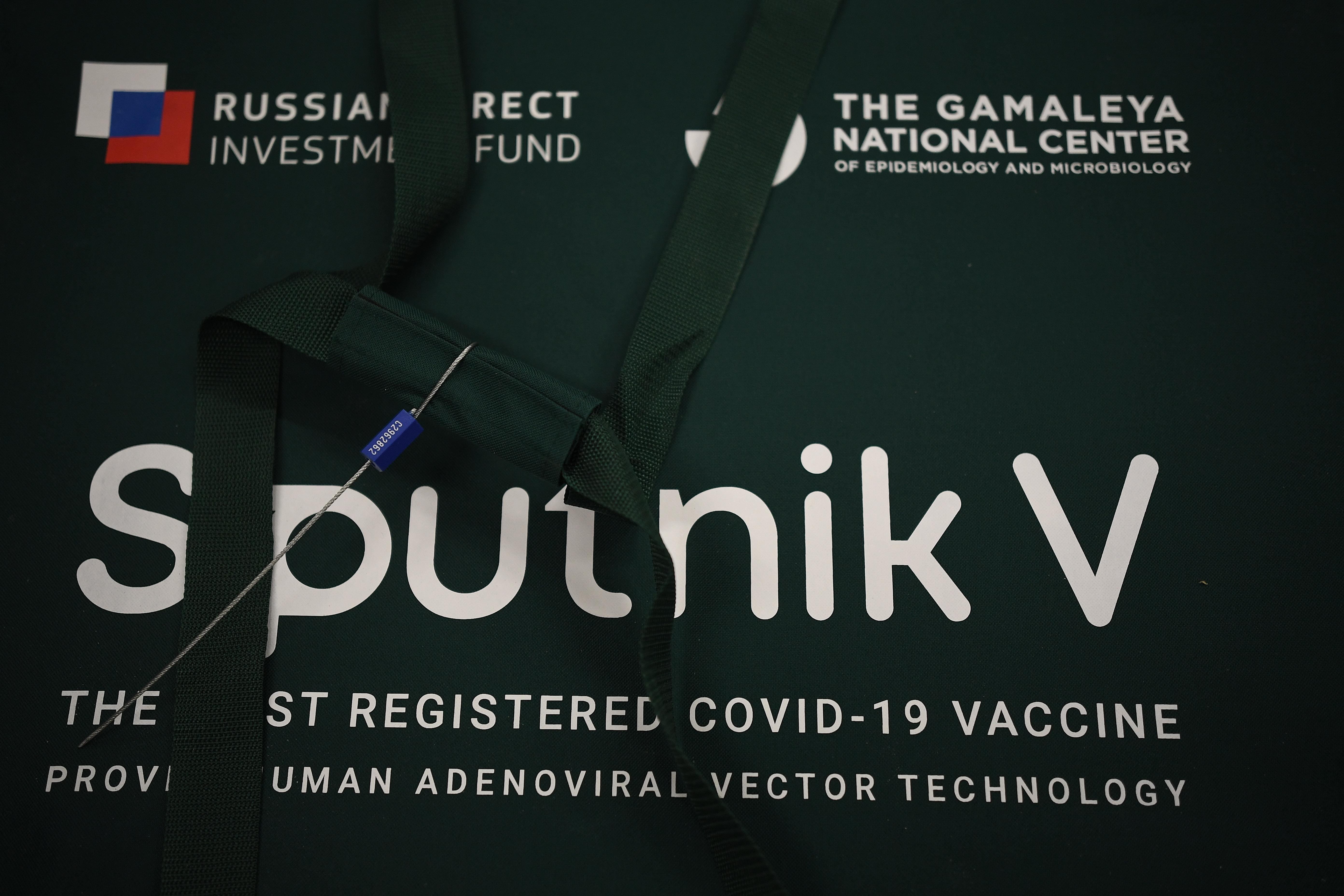 Csütörtöktől vizsgálja a magyar hatóság az orosz gyárat, ahonnan már megjött egy kamion vakcina