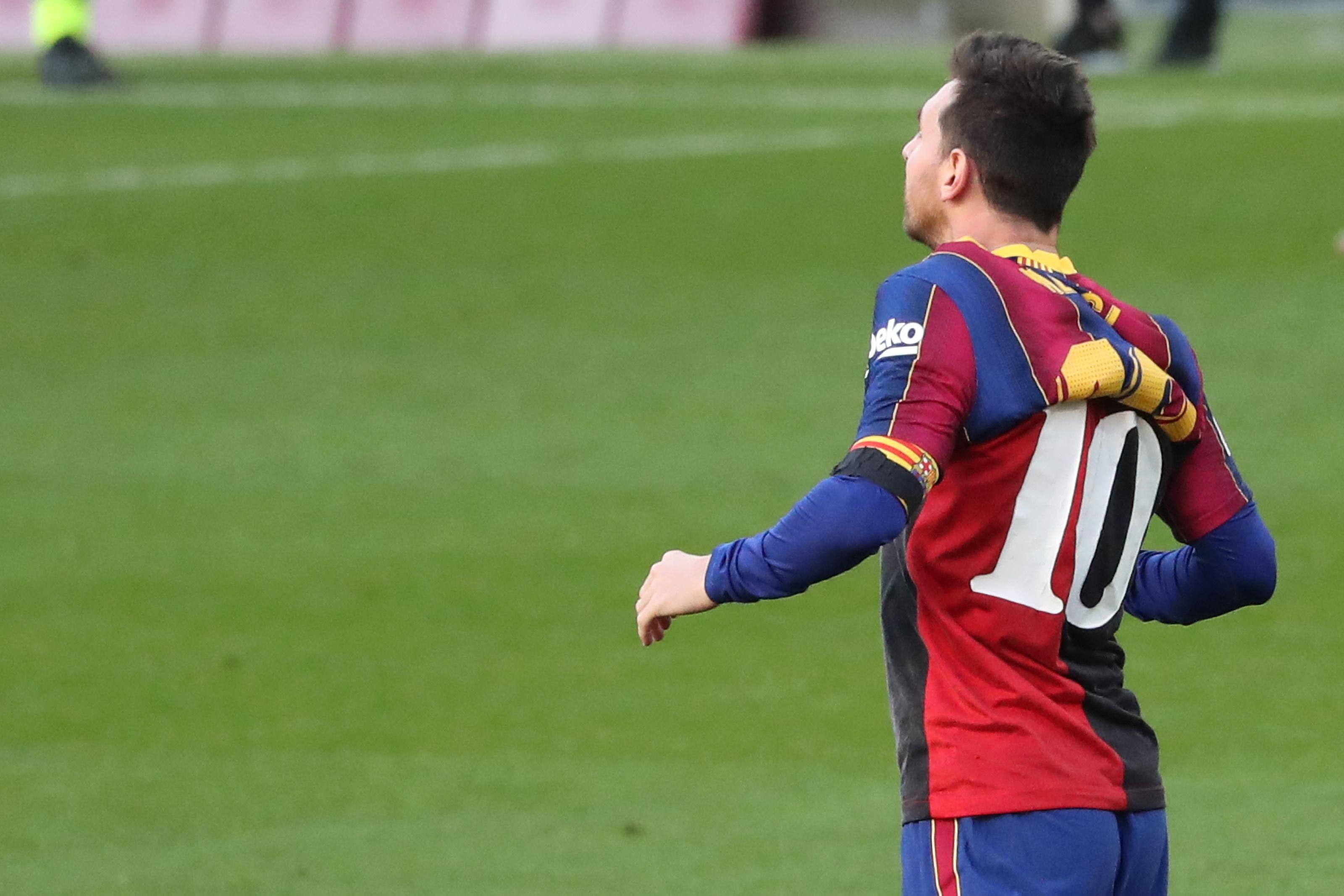 Messi 600 eurós büntetést kapott, mert a mezével emlékezett Maradonára