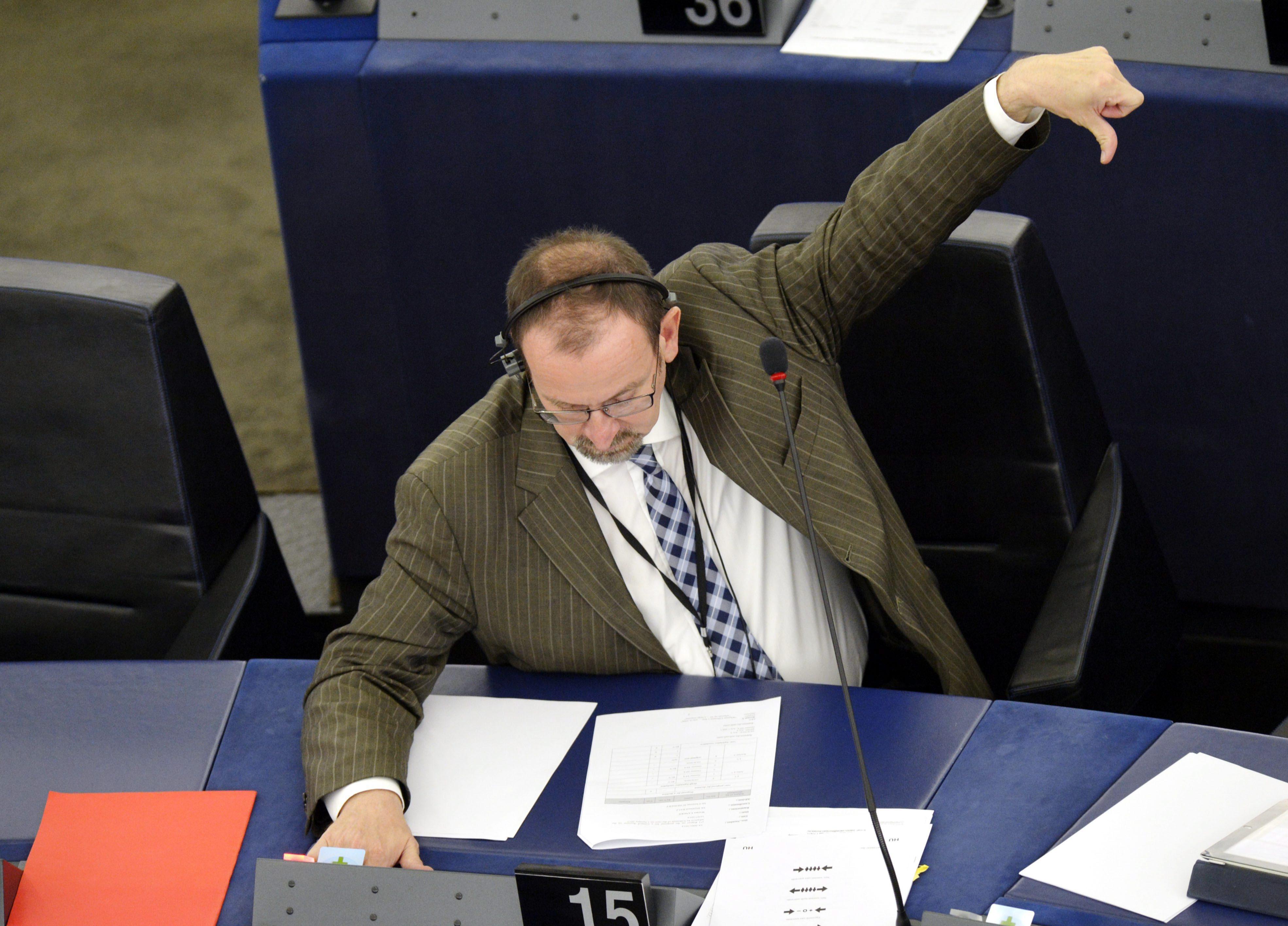 Blikk: Ha Szájer igényli, kaphat még 40 millió forintot az EP-től