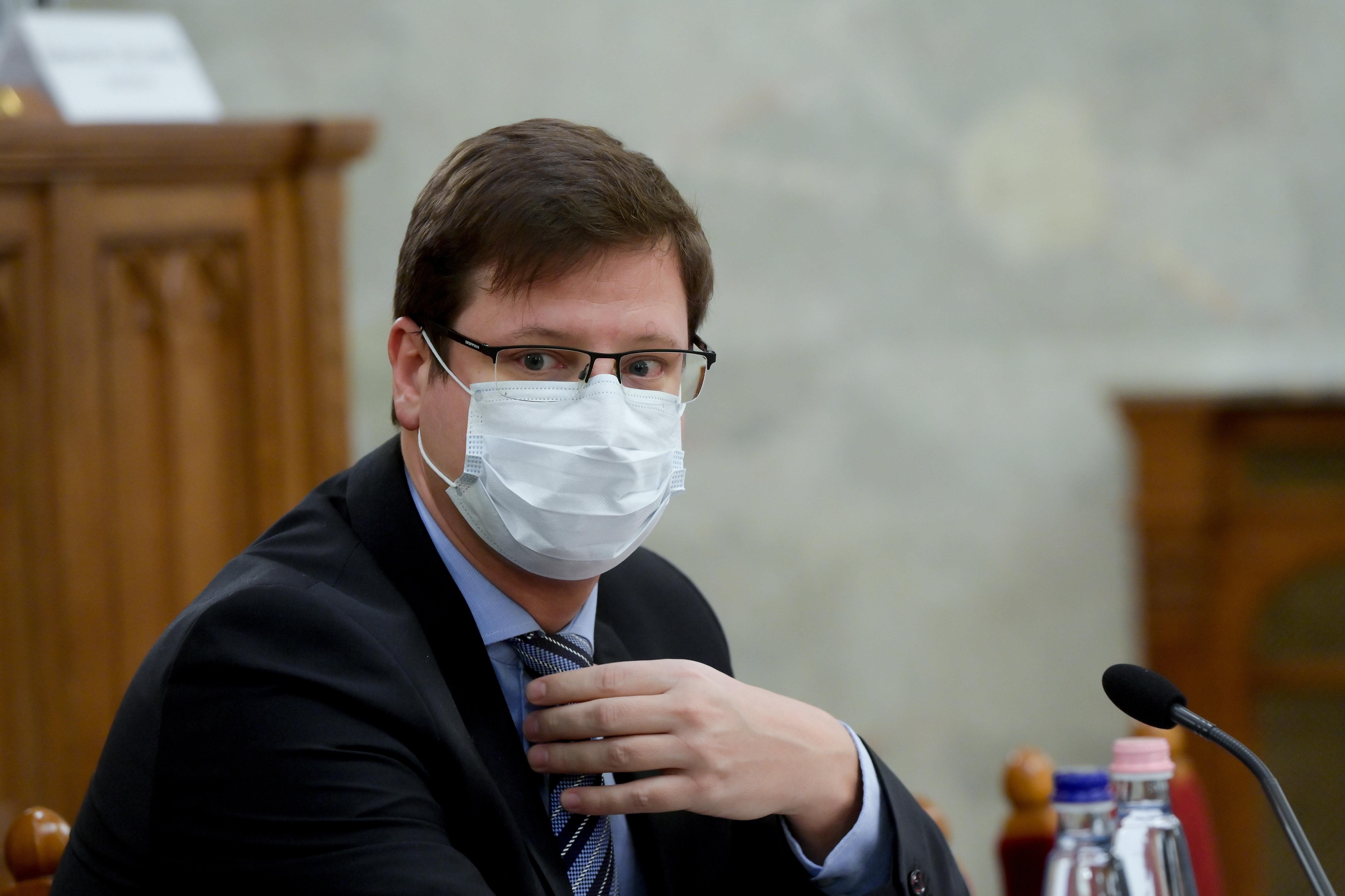 Gulyás Gergely beleásta magát az immunológiába, de a WHO tesztjén elhasalna
