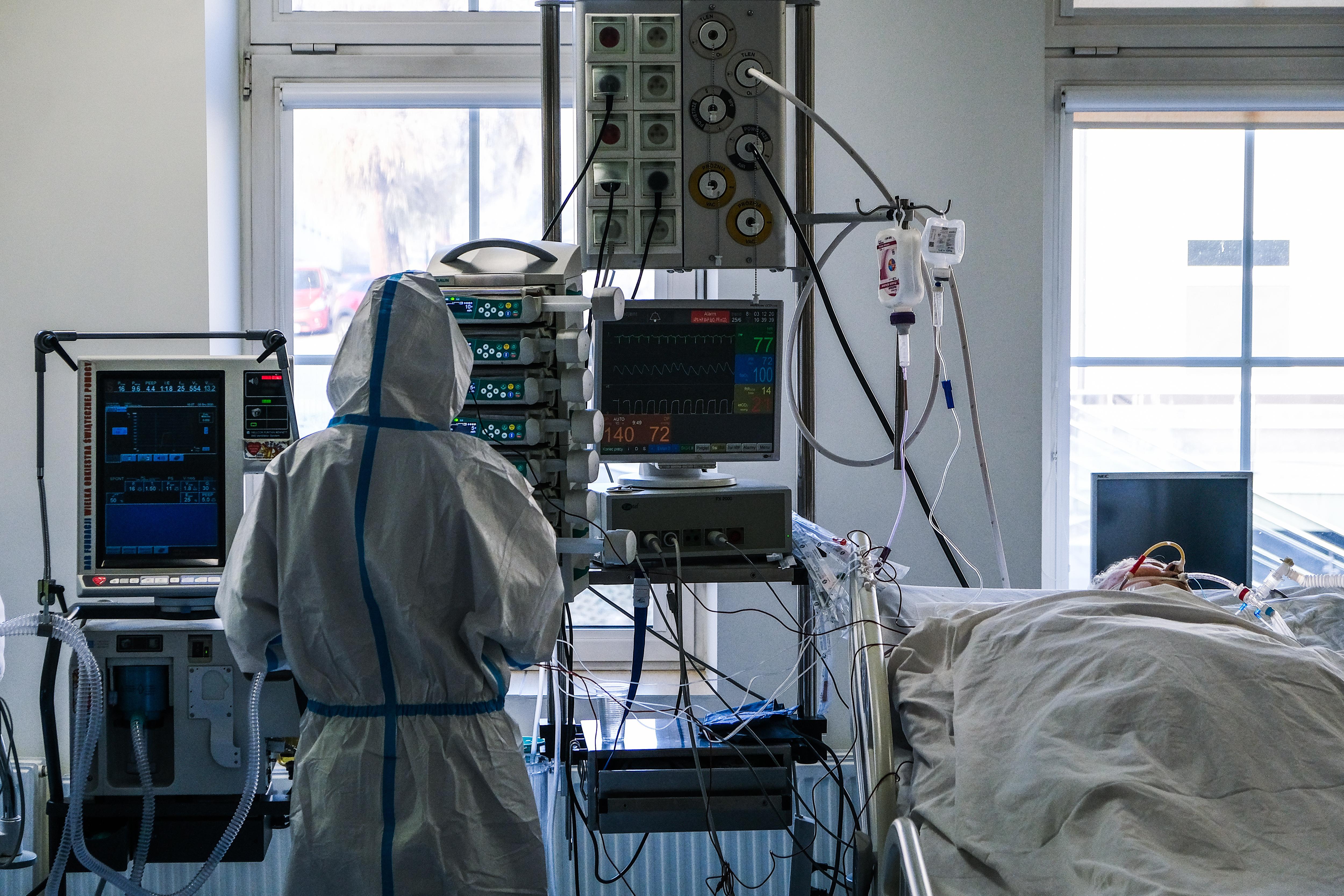 Már 34 egészségügyi dolgozó halt bele a koronavírusba