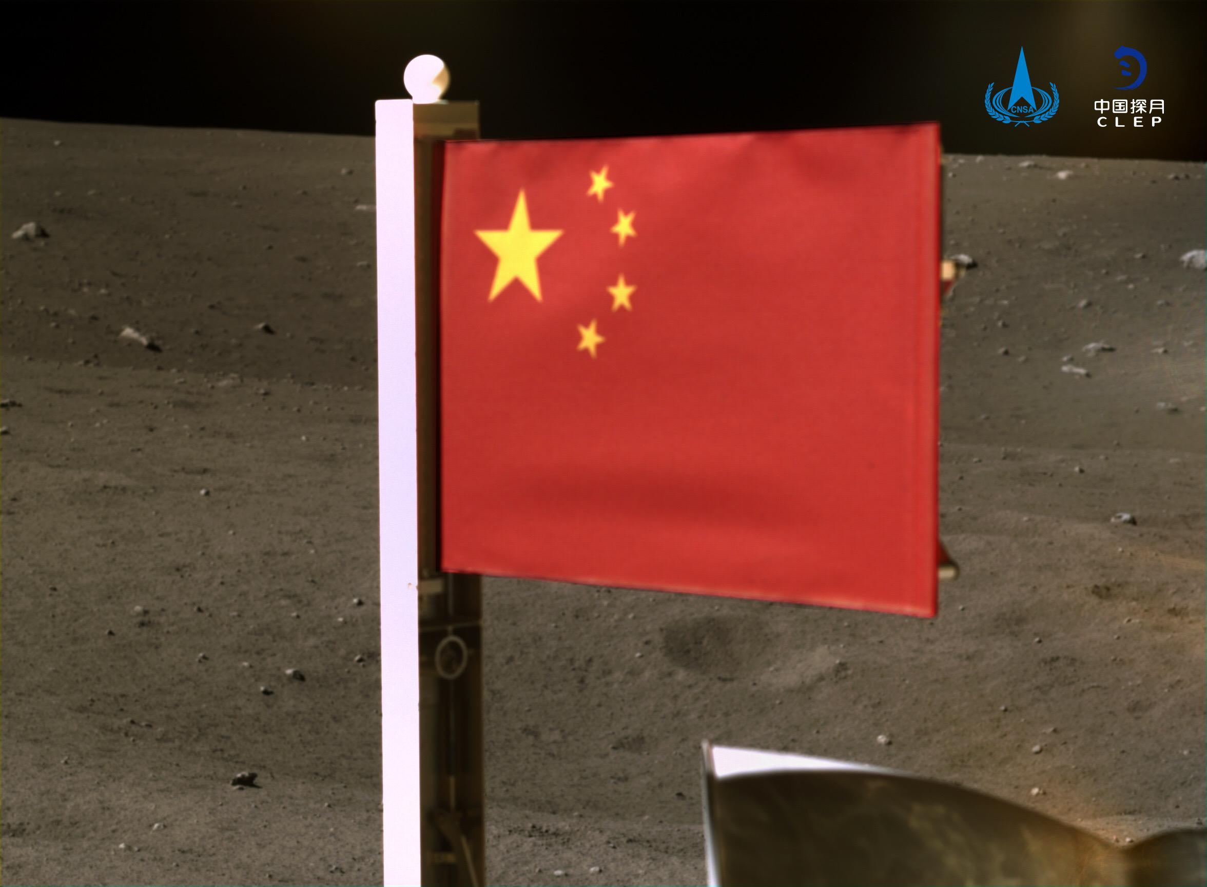 Zászlót is tűzött a Holdra a kínai űrszonda
