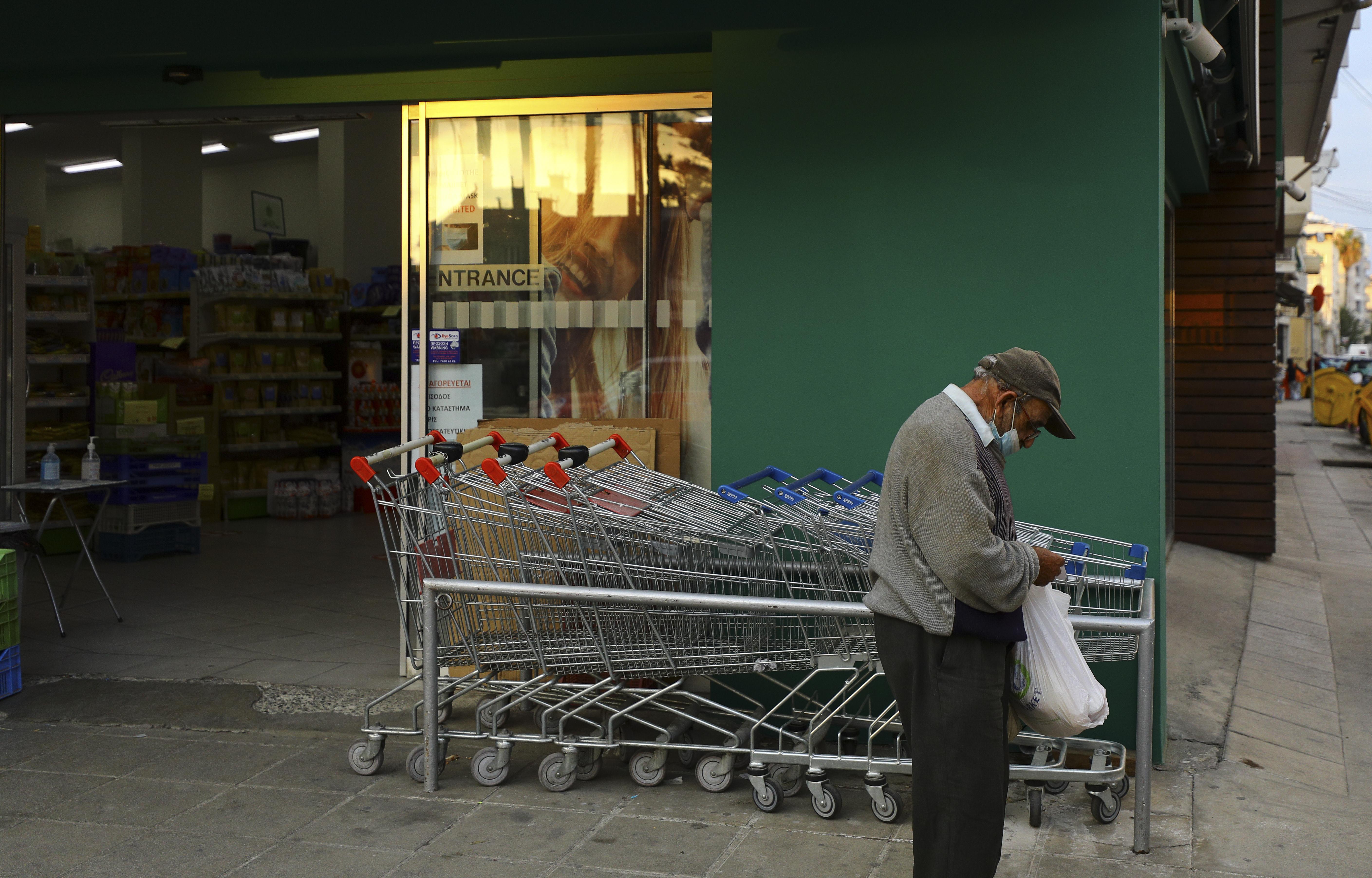 Az idősek vásárlási sávjának felfüggesztését kérik az adventi időszakra