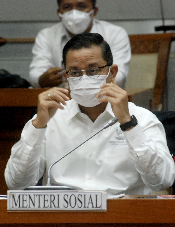 Indonéziában őrizetbe vették a szociális ügyekért felelős minisztert, mert sikkaszthatott a koronavírus-segélyalapból