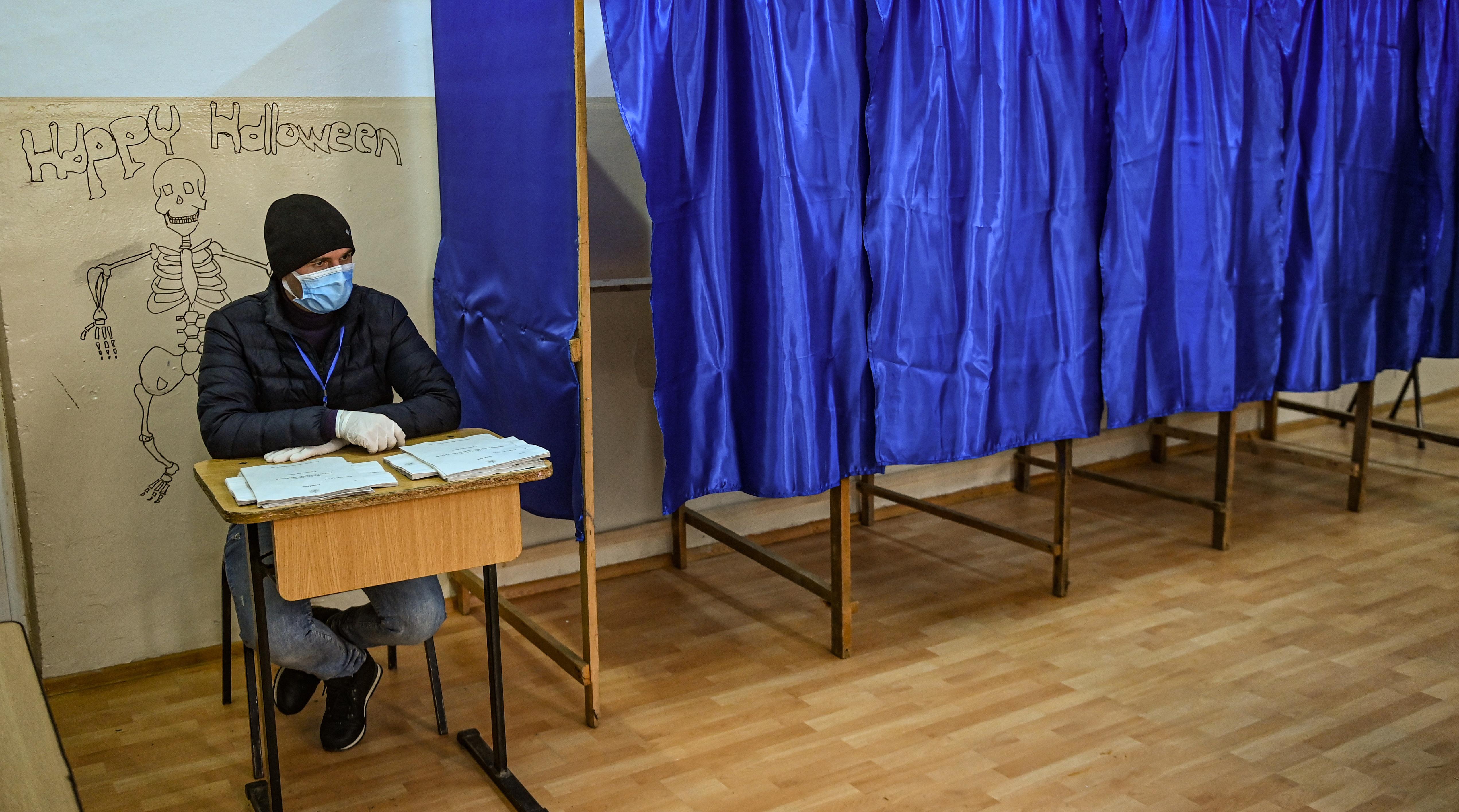 Kérdéses, ki kormányozhat Romániában, parlamentbe jutott az RMDSZ és a szélsőjobb is