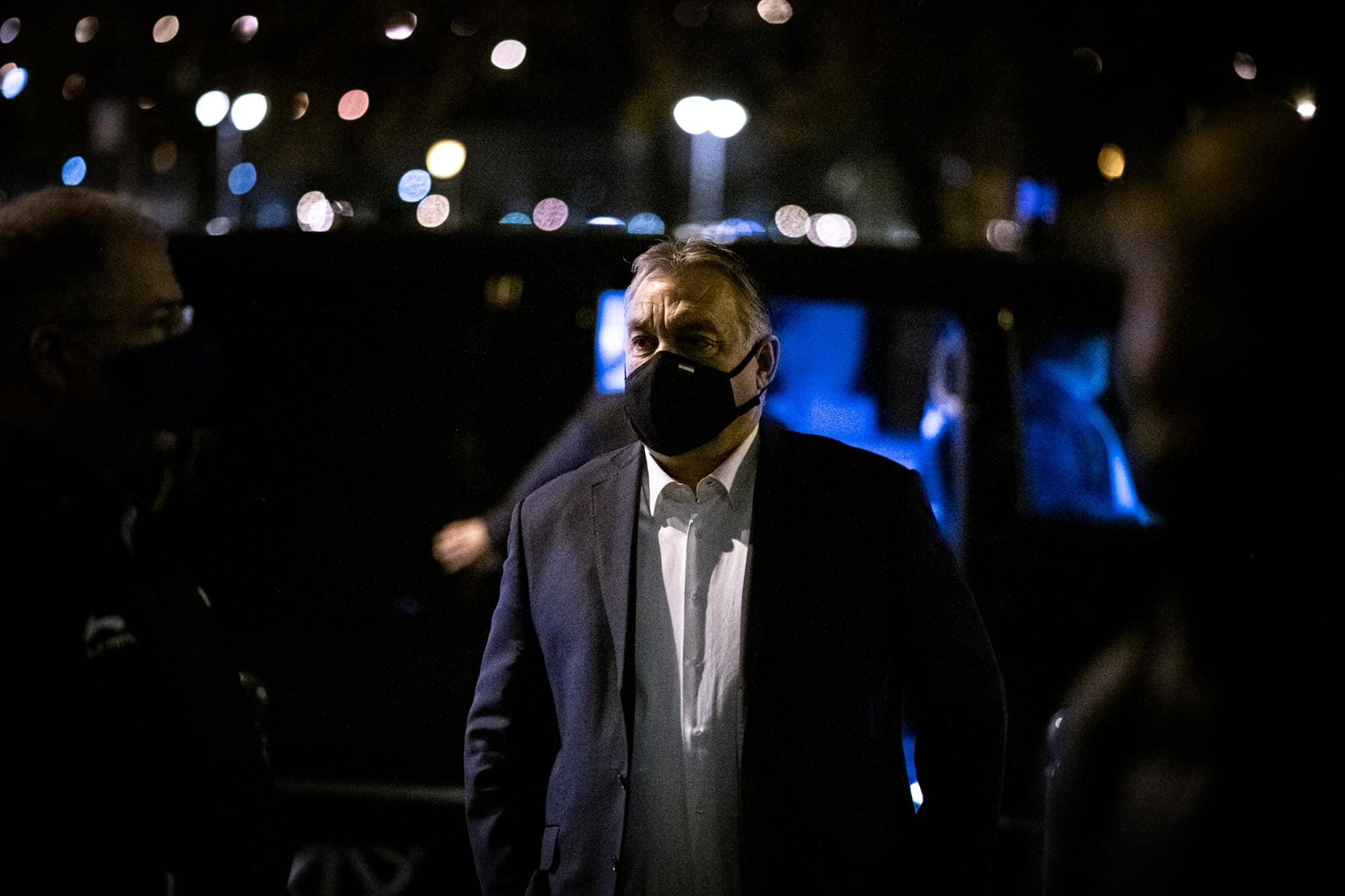 Orbán hallgatott a szakértőkre, és nem lazított