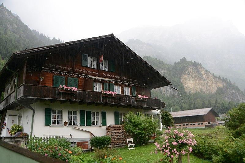 Több mint egy évtizedre kitelepíthetik a svájci falu lakóit egy második világháborús lőszerraktár miatt