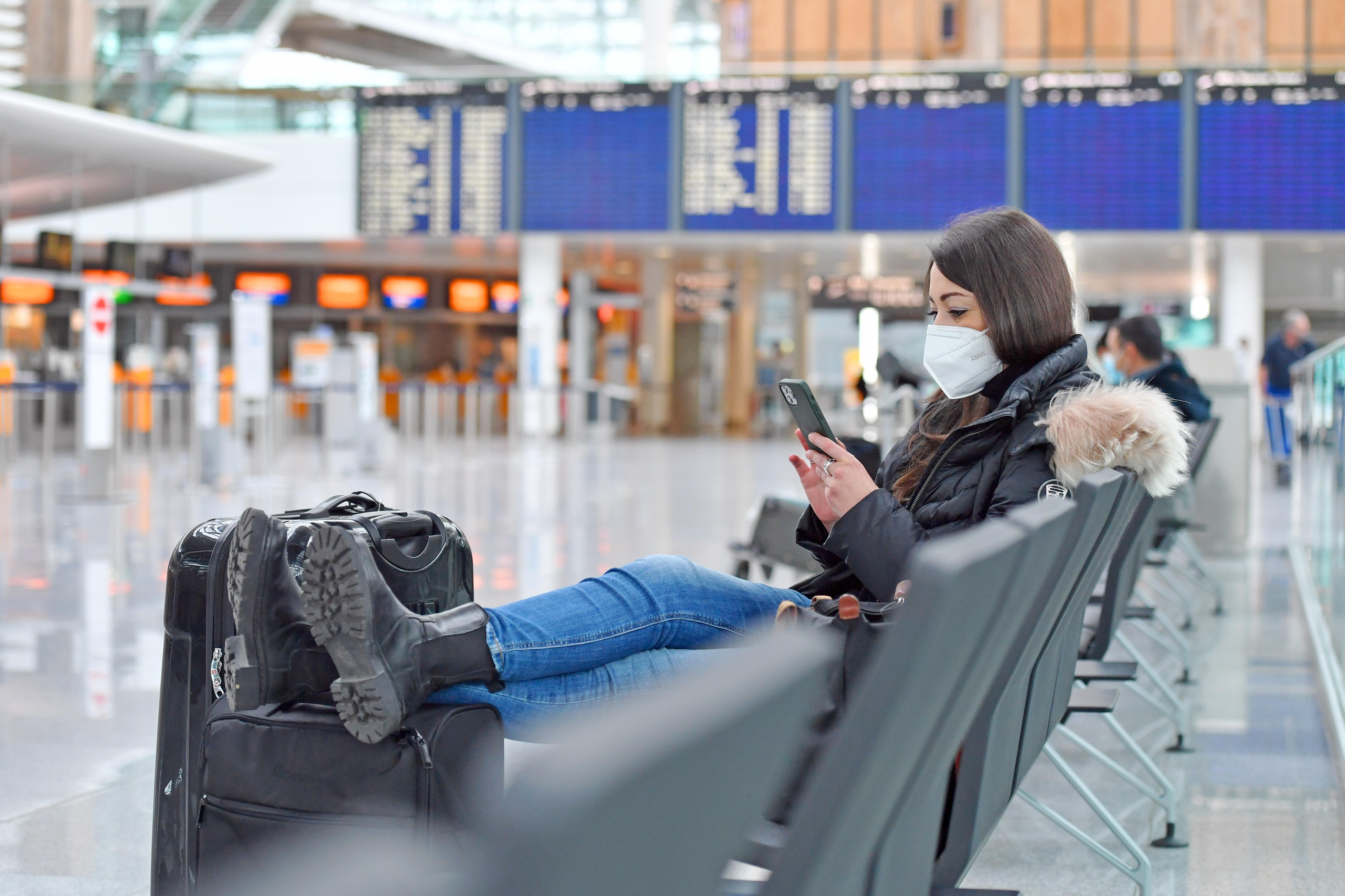 A jövő héttől csak negatív koronavírus-teszttel lehet beutazni Angliába