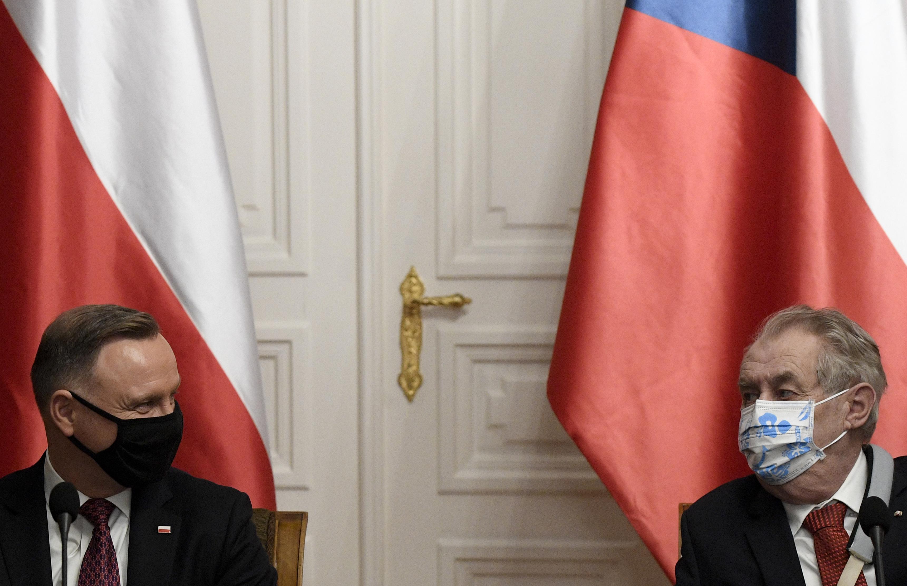 Zeman cseh elnök szerint a visegrádi országoknak Magyarország és Lengyelország mellé kéne állni a költségvetési vitában