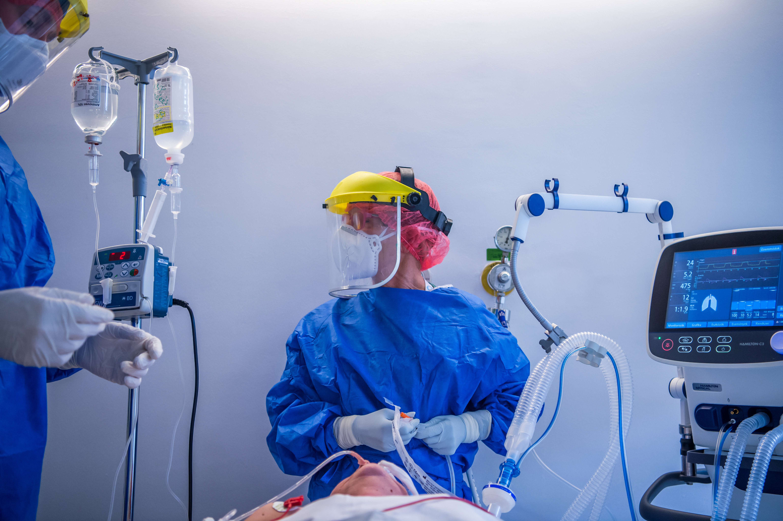 Közel 200 új áldozata van a járványnak, minden negyedik teszt pozitív