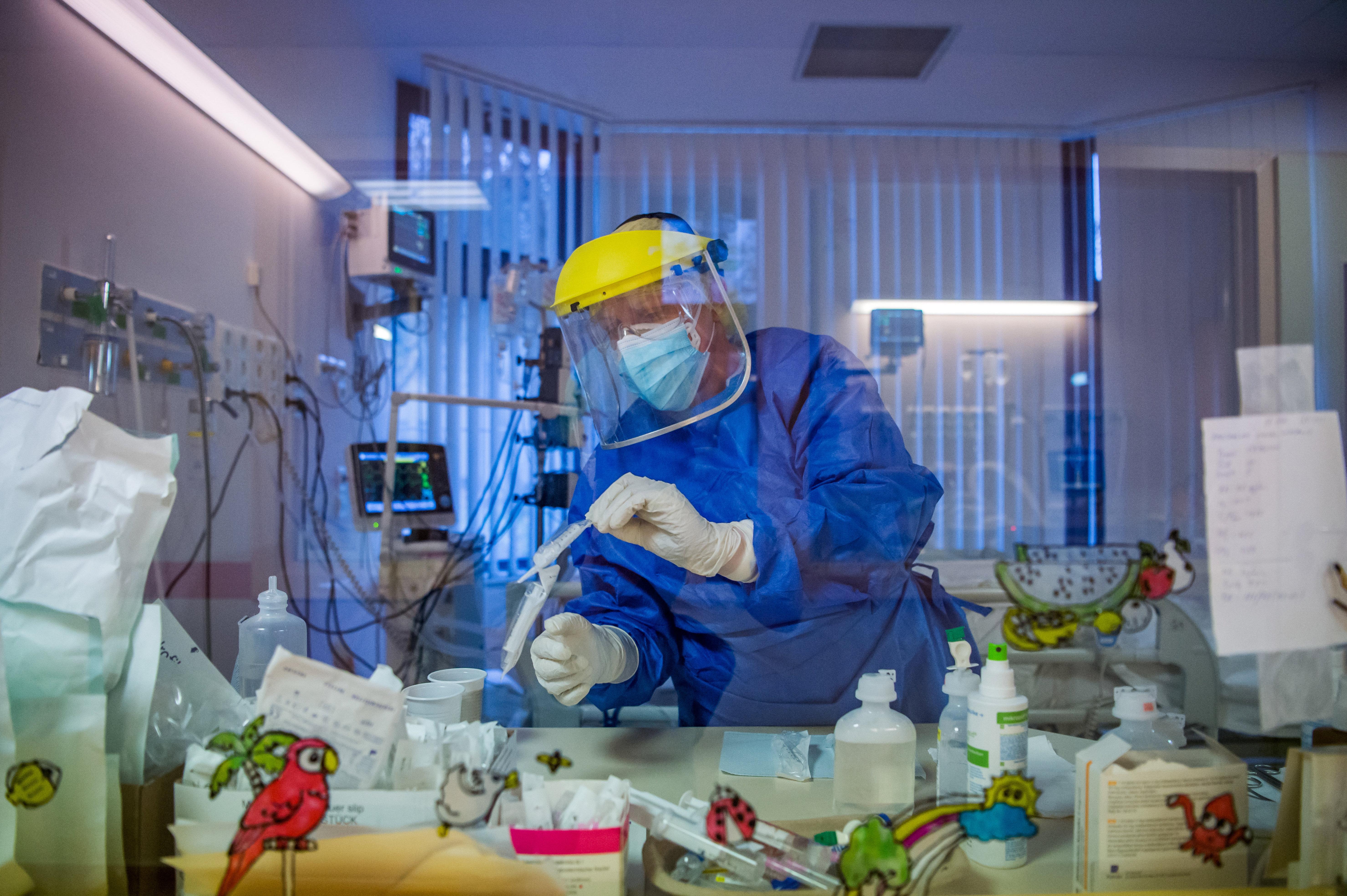 Akár 14 ezer fővel is növelhette a halálozást tavaly a koronavírus Magyarországon