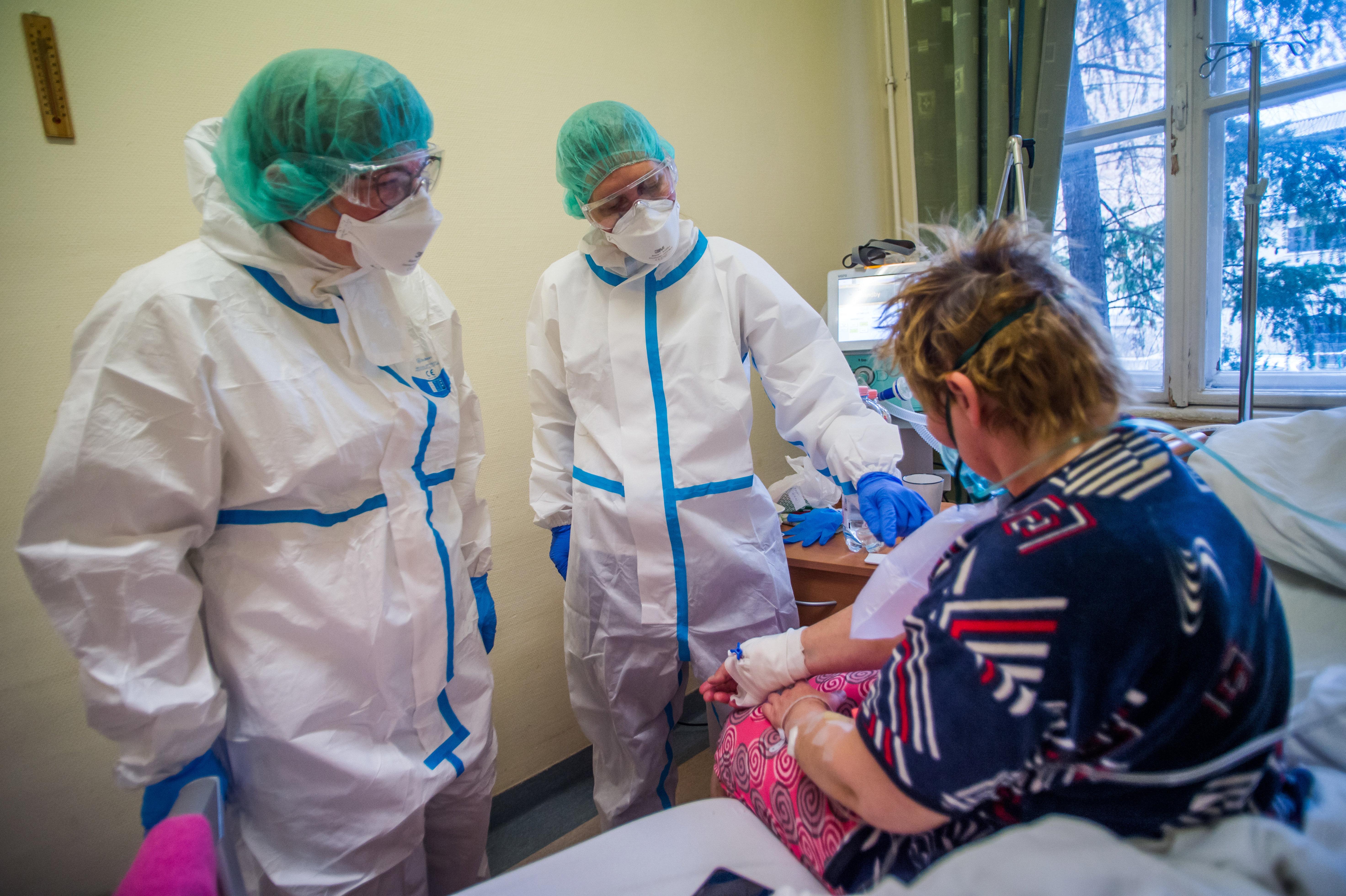 Több mint 9 ezer covidos van kórházban