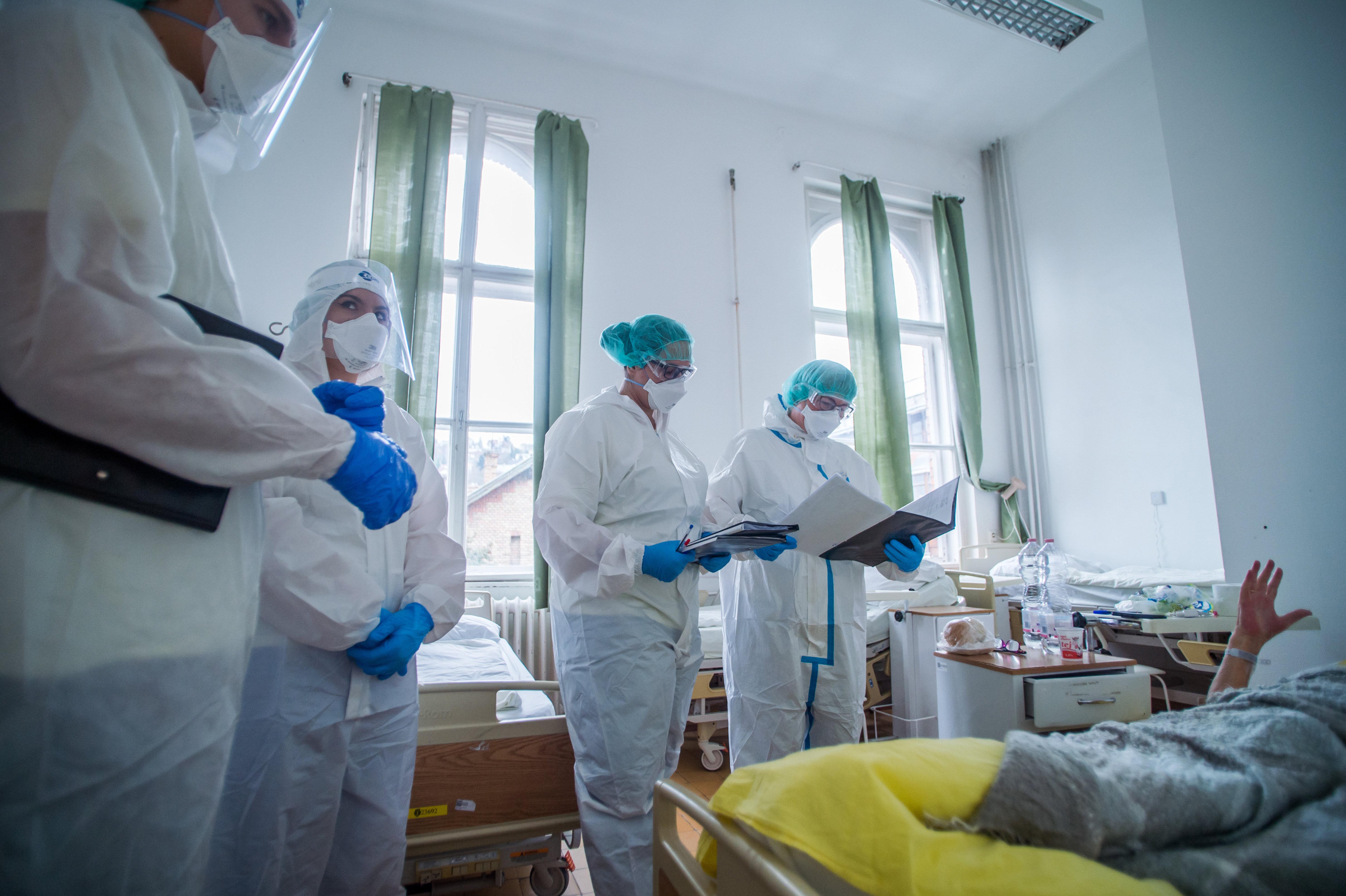 Koronavírus: 115 újabb áldozat