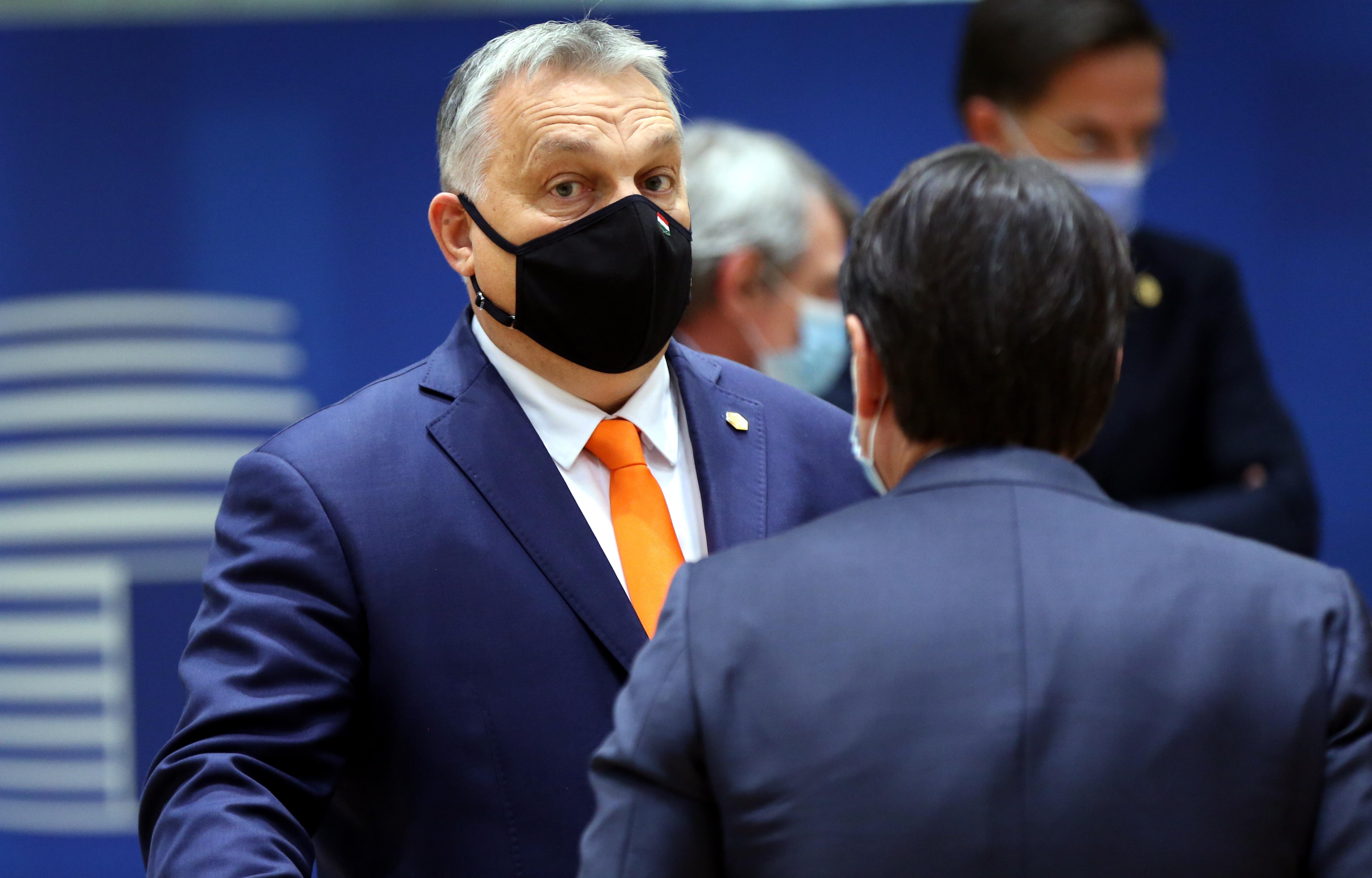 Elfogadták Merkel és Orbánék alkuját az EU-csúcson