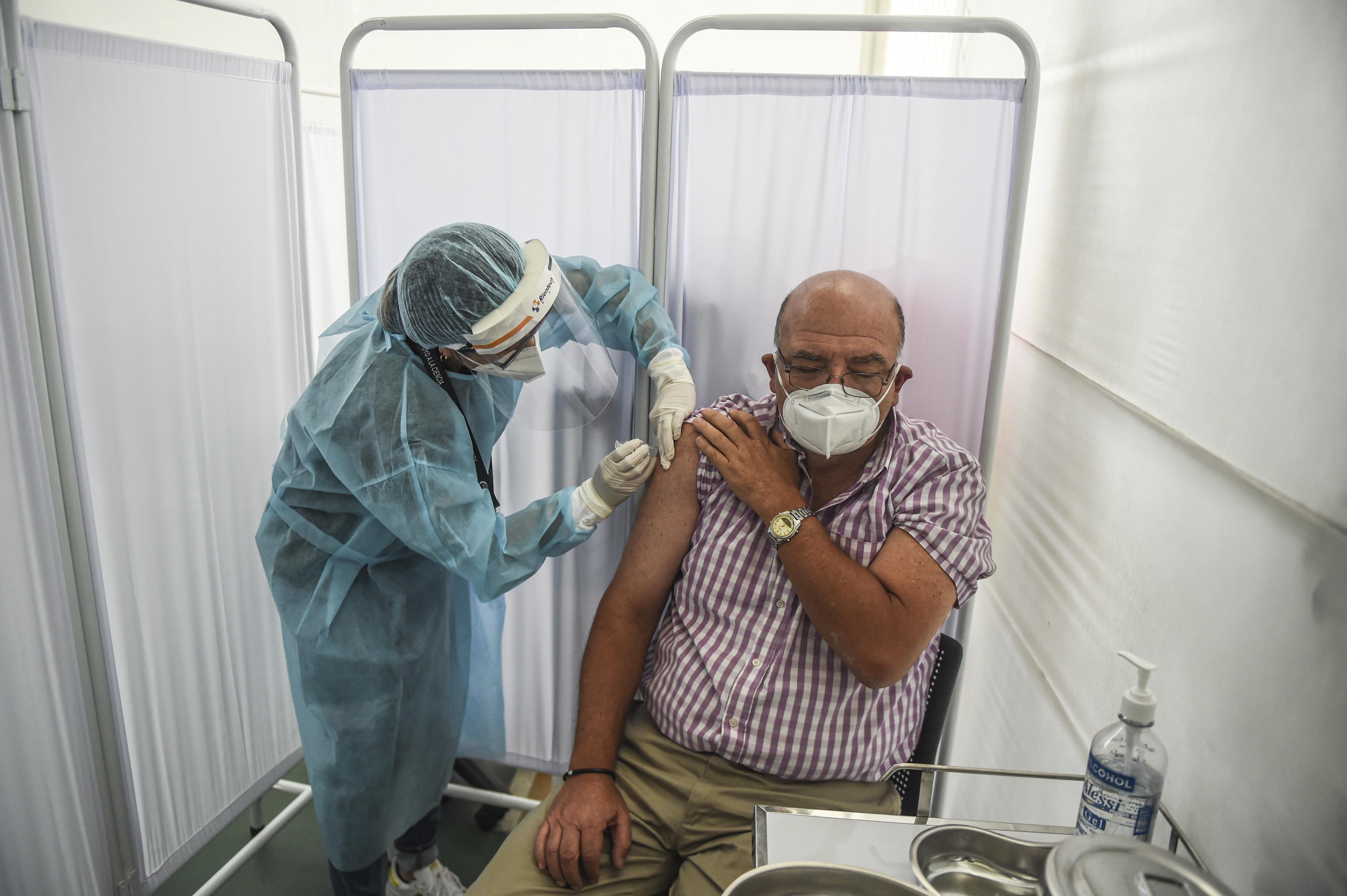 Peruban felfüggesztették az egyik kínai vakcina tesztelését