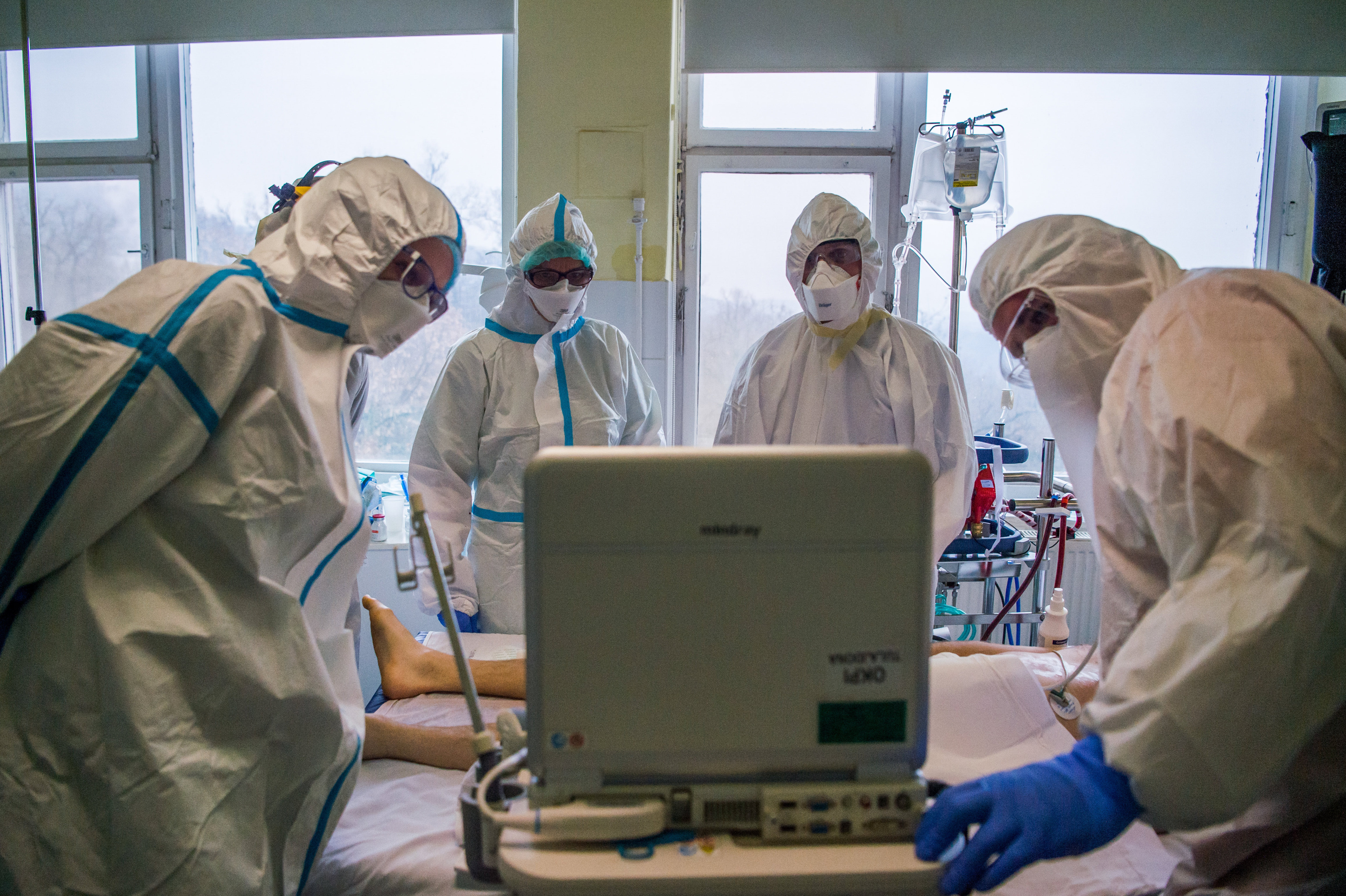 Üzent az Orvosi Kamara: azokat a politikusokat, akik szerint nincs kapacitásprobléma, szeretettel várjuk a Covid-osztályokra
