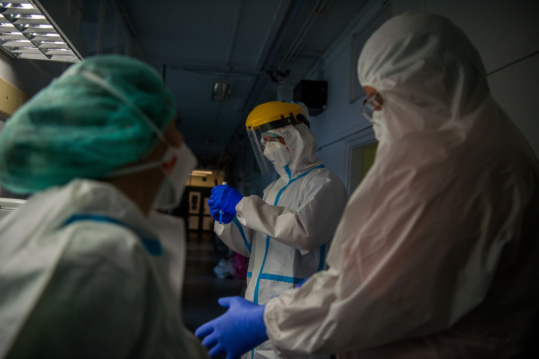 Újabb halálozási rekord a járványban