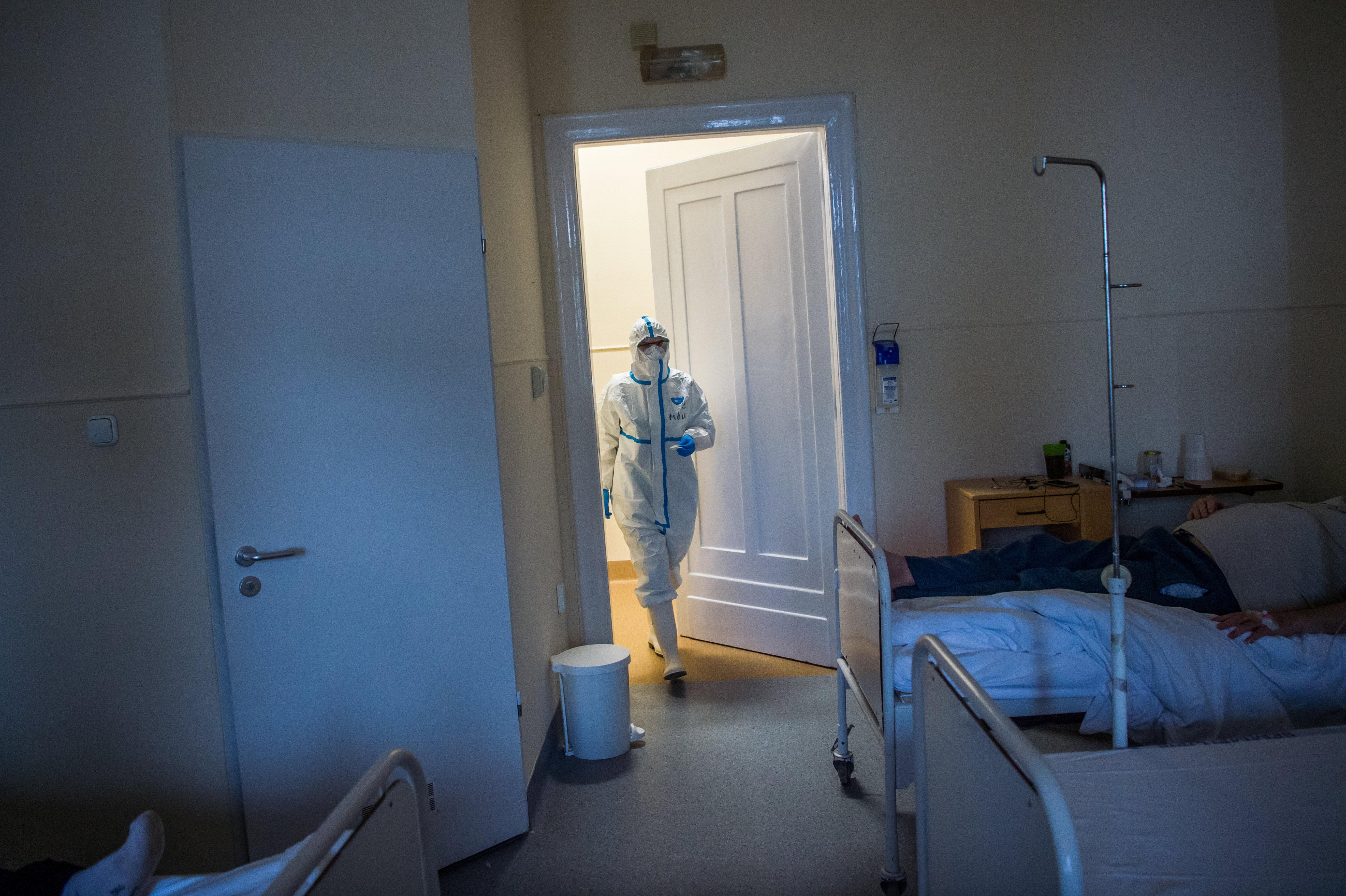 Egyre több európai országban fedezik fel a koronavírus új, fertőzőbb variánsát