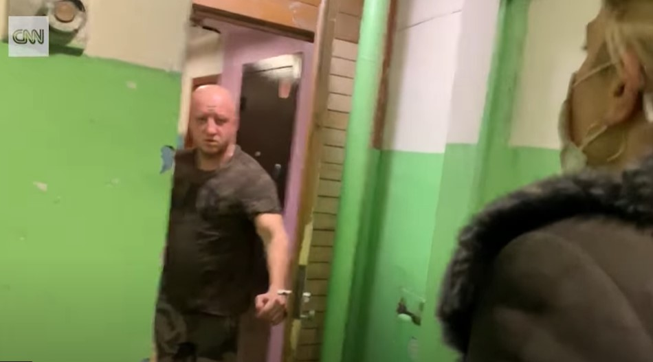 """""""A maguk csapata mérgezte meg Navalnijt?"""" - csengetett be a CNN egy FSZB-ügynök lakásához"""