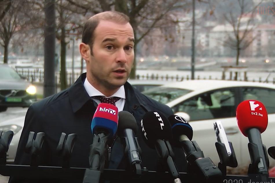 """Hollik István megnyugtat mindenkit: a Szájer-ügy """"egy cseppet sem tántorította el"""" őket"""