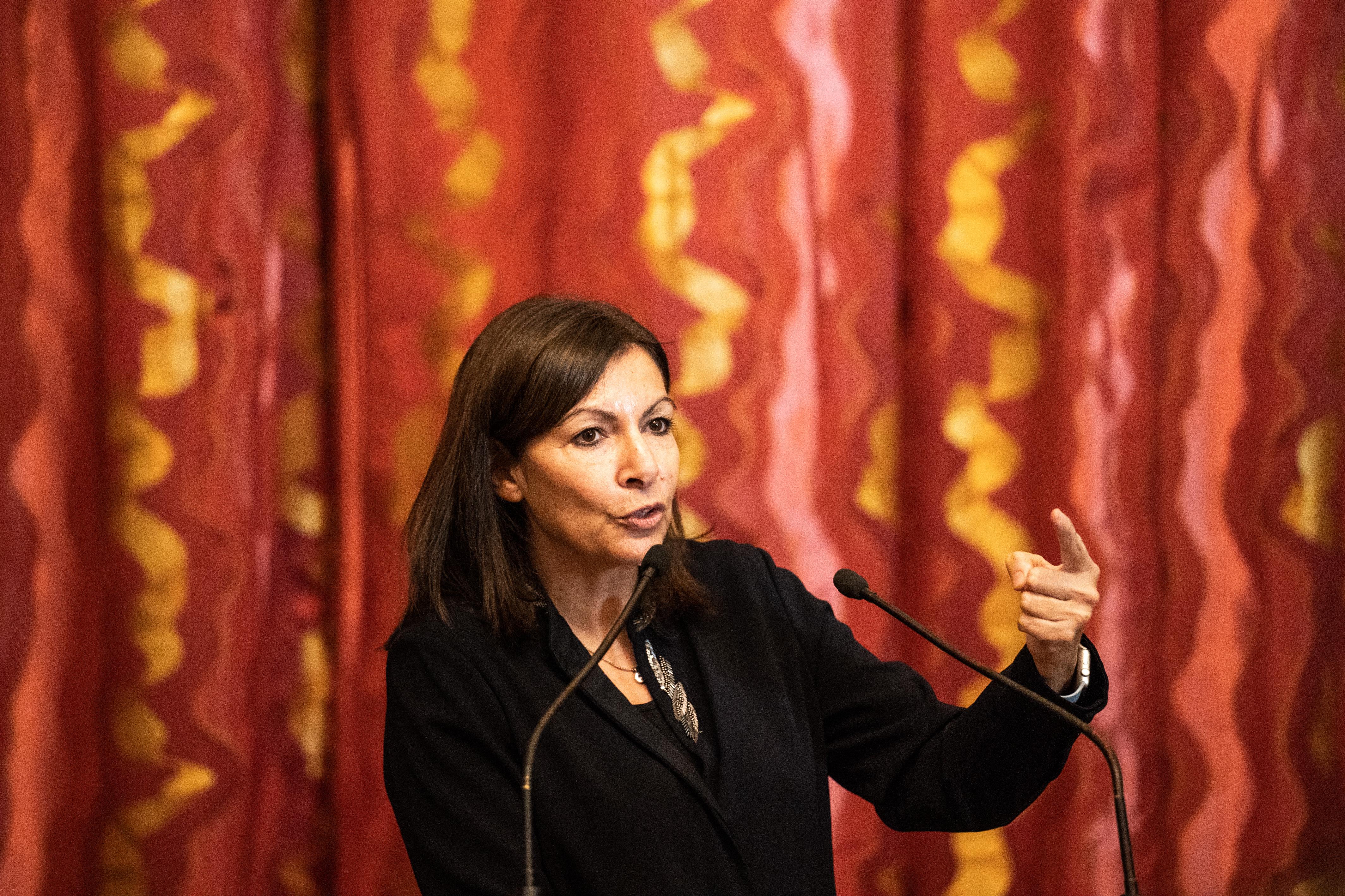 Megbüntették a párizsi önkormányzatot, mert túl sok nő van a vezetésben