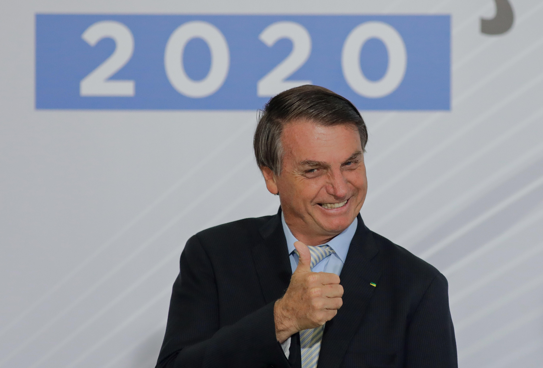 Megbírságolták Bolsonarót, amiért nem viselt maszkot