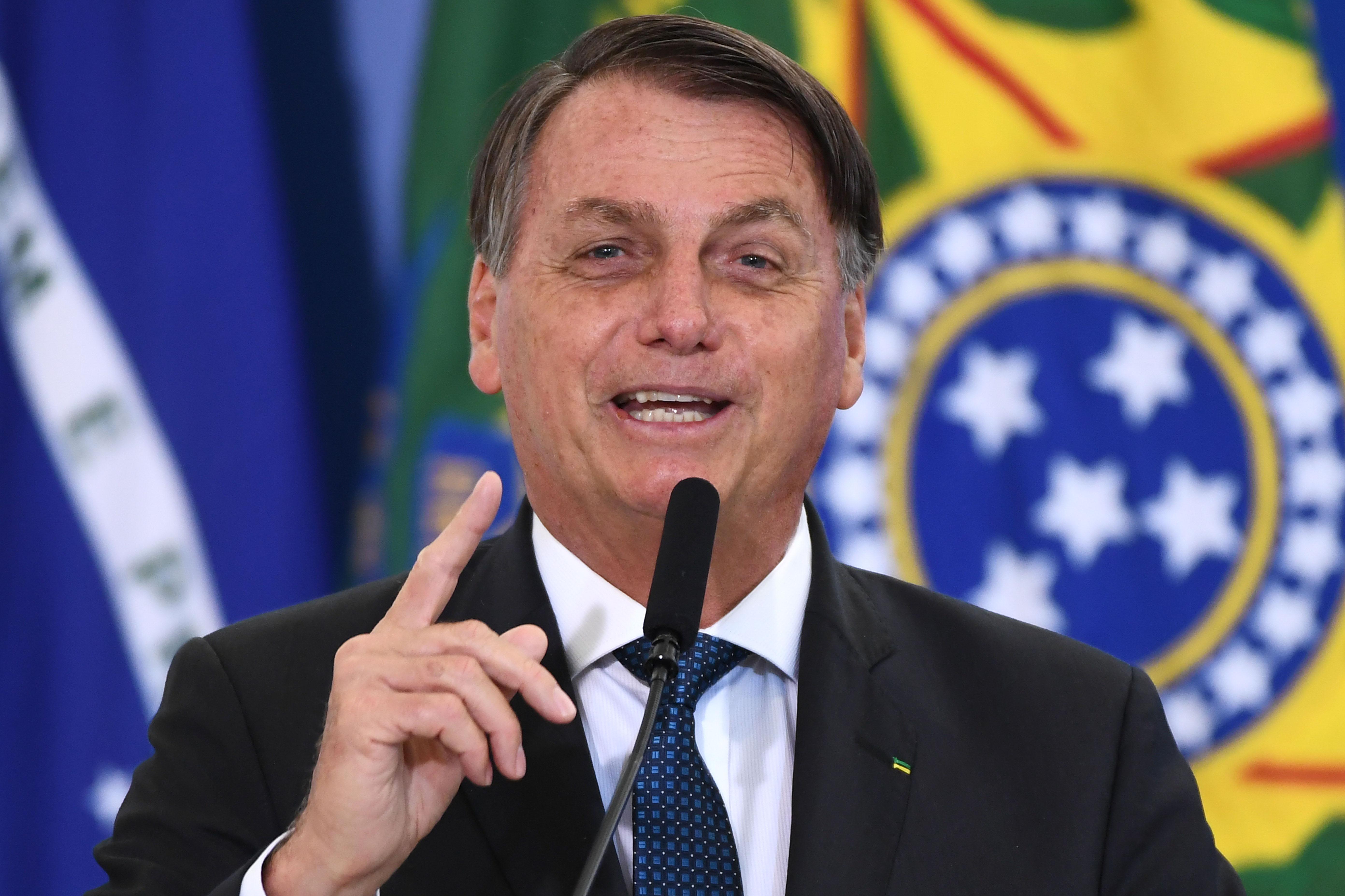 Bolsonaro rákérdezett: mi van, ha az emberek krokodillá változnak a vakcinától?