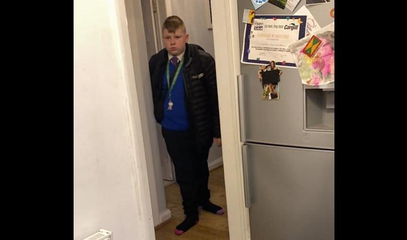 Egy 12 éves DJ az ebédszünetben rave-et szervezett az iskolai fiúvécében, tanárok kapcsolták le a madchesteri bulit