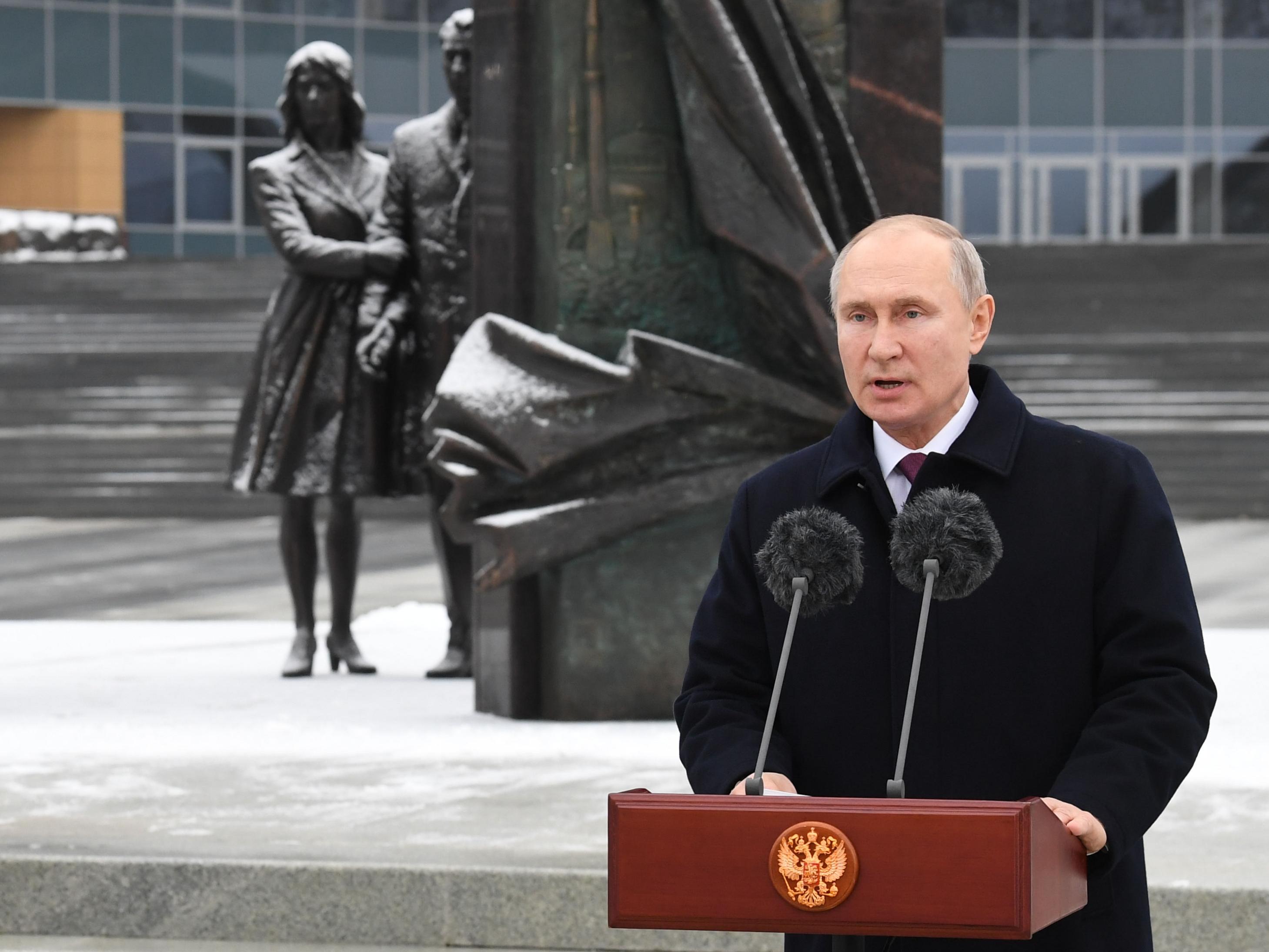 Putyin további jó munkát kívánt a 100 éves orosz hírszerzésnek