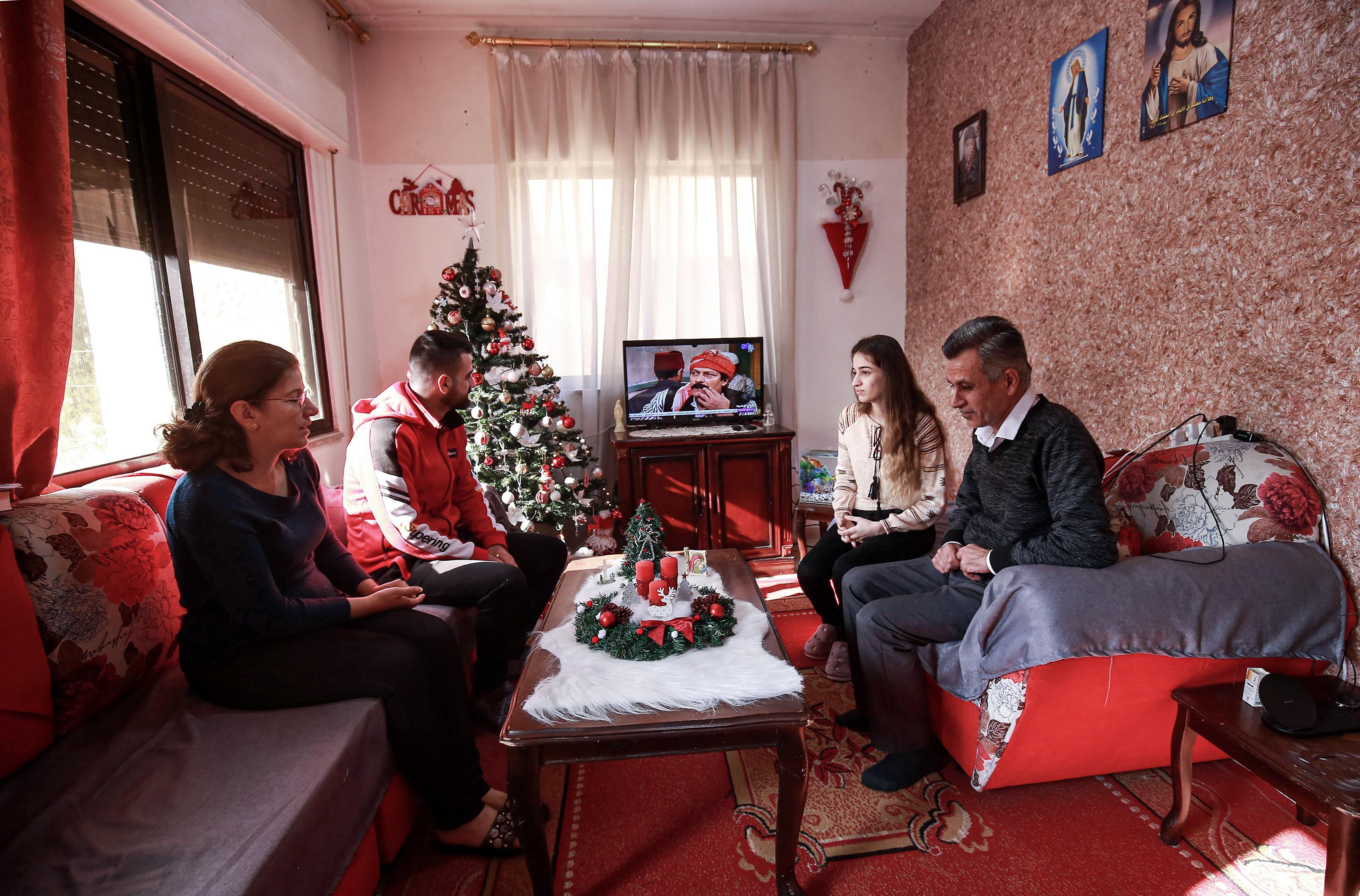 Kéthetes karanténnal, otthonmaradással és alapvető óvintézkedésekkel készülnek a magyarok a karácsonyra
