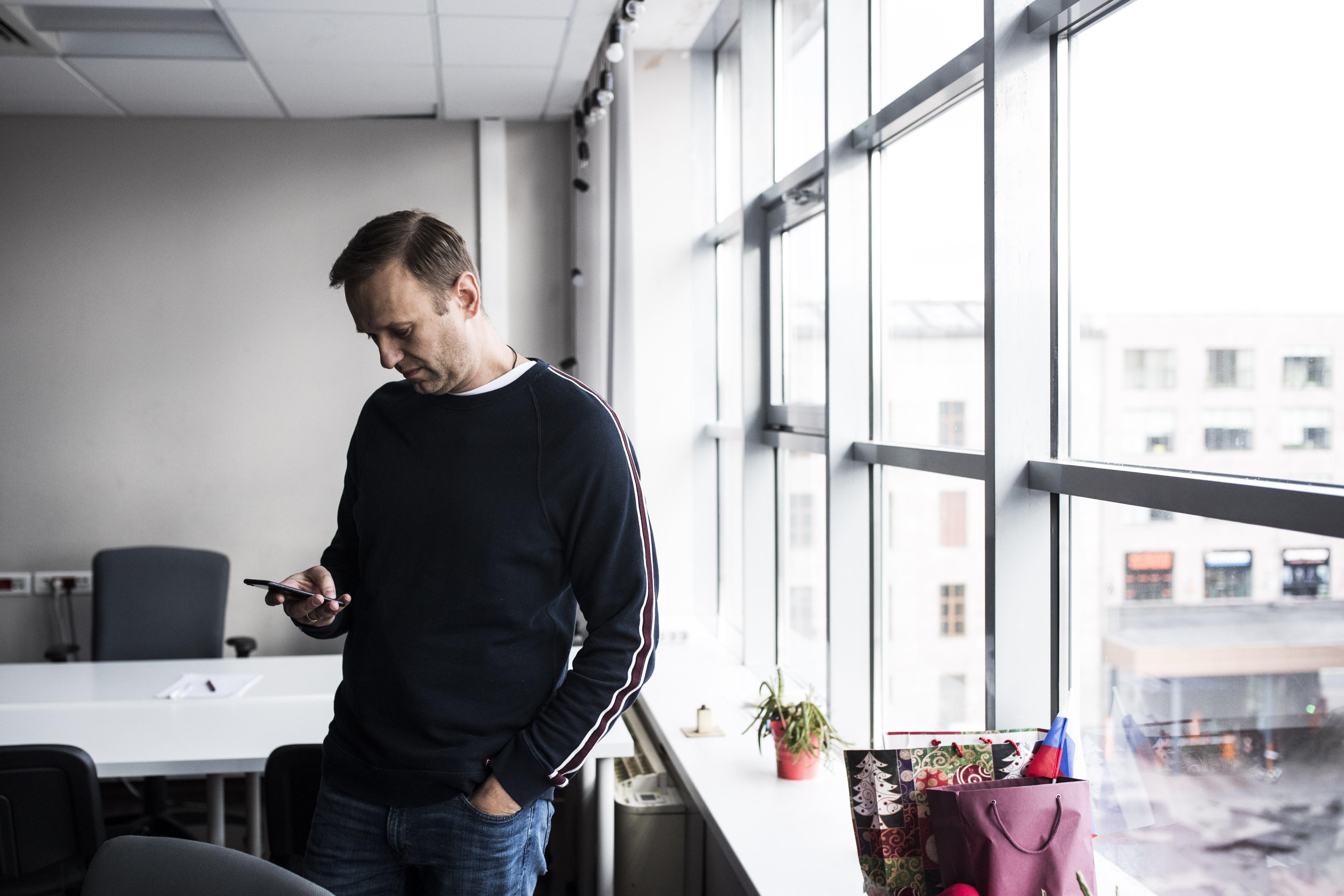 Ilyet még nem látott a világ: Navalnij álnéven felhívta az egyik FSZB-s merénylőjét, az meg bevallotta, hogyan mérgezték meg őt